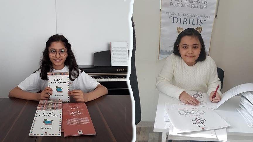Young authors Duru Unur (L) and Nehir Yılmaz were discovered by a foundation dedicated to gifted children. (AA PHOTO)