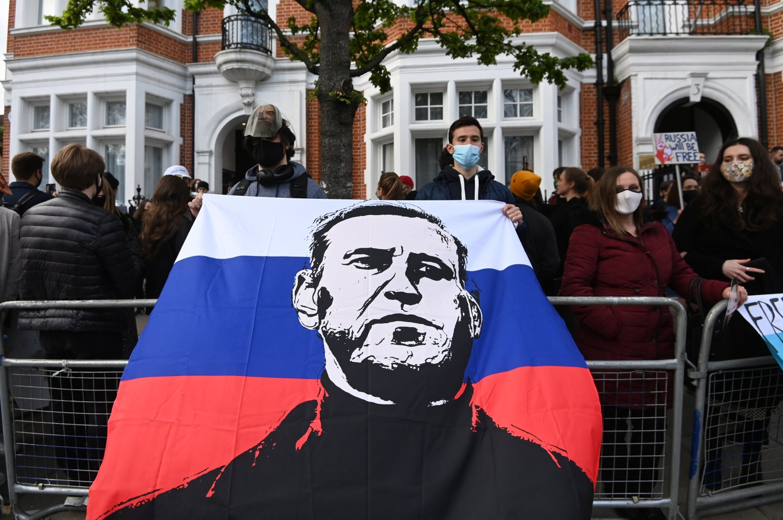 Supporters of Russian opposition figure Alexei Navalny attend a demonstration outside the Russian Embassy in London, U.K., April 21, 2021. (EPA Photo)