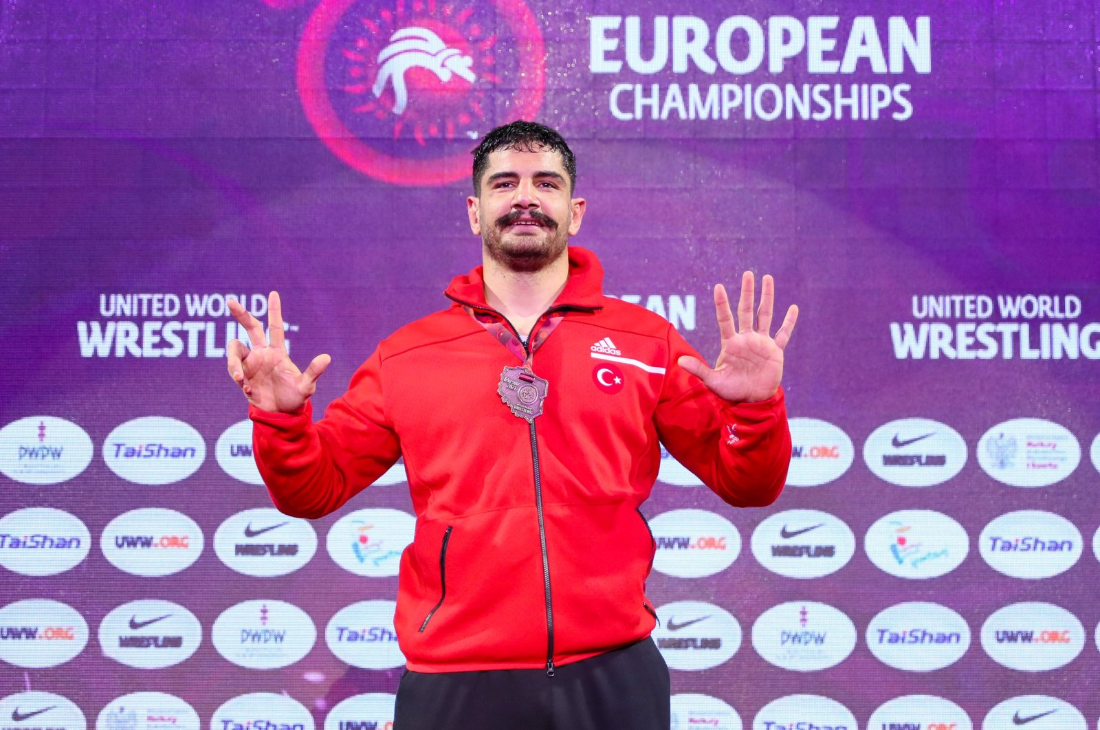 Taha Akgül poses with his medal after winning the freestyle 125-kg category at the European Wrestling Championships in Warsaw, Poland, April 21, 2021. (IHA Photo)