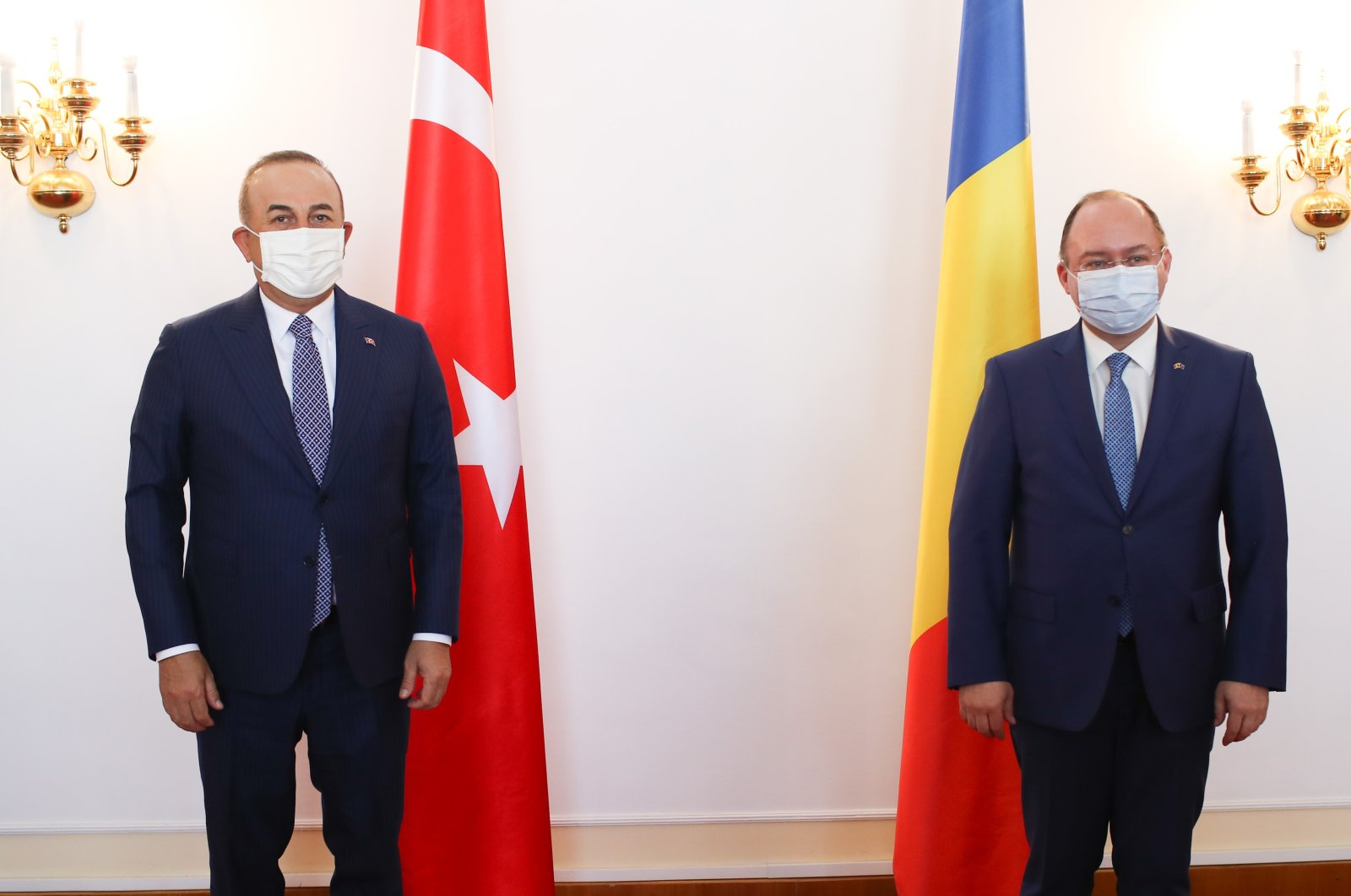 Turkish Foreign Minister Mevlüt Çavuşoğlu (L) and Romanian counterpart Bogdan Aurescu in Bucharest, Romania, April 22, 2021. (AA Photo)