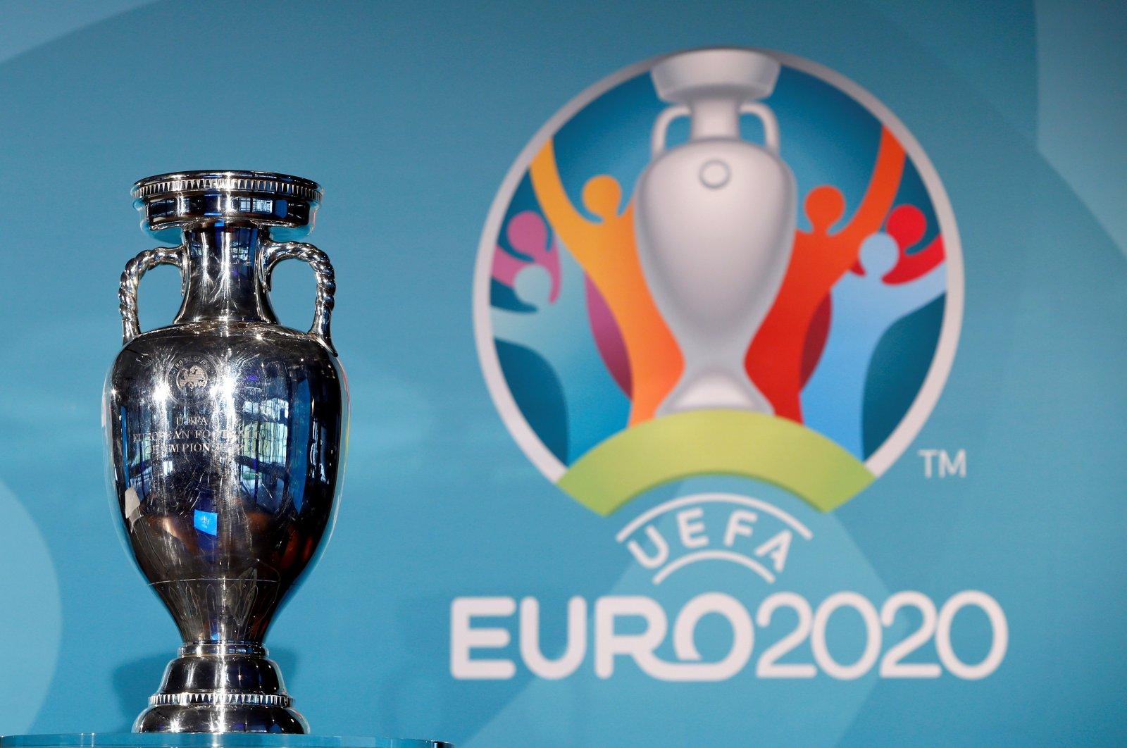 The Euro 2020 trophy on display during a press conference at Olympia Park for the championship's logo launch, Munich, Germany, Oct. 27, 2016. (Reuters Photo)