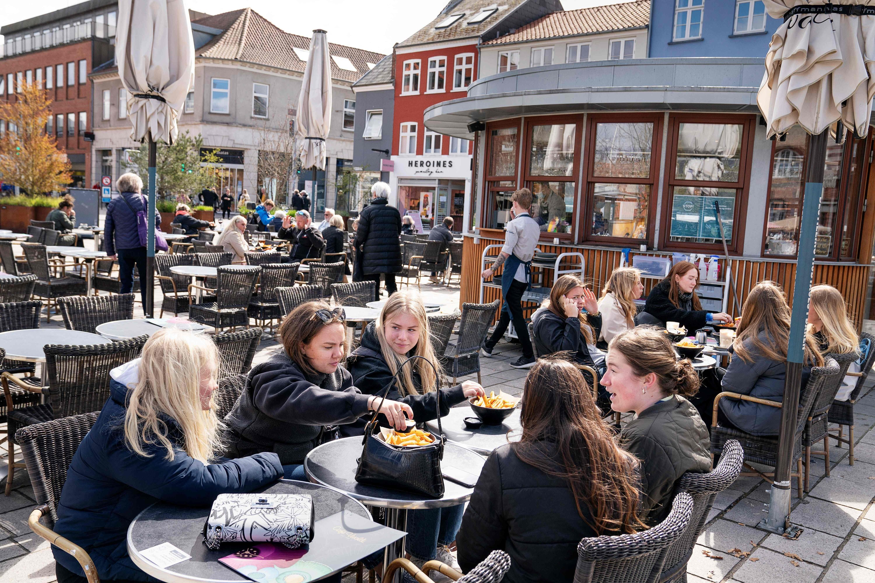 As cafes and bars reopen amid the coronavirus pandemic, people enjoy outdoor service in Roskilde, Denmark, April 21, 2021. (AFP Photo)