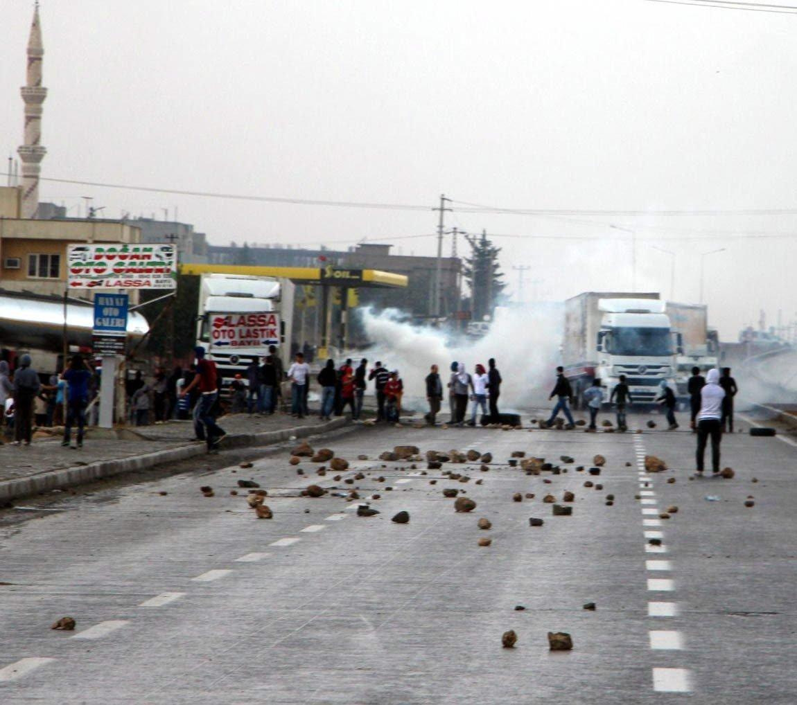 Smoke billows amid the Ain al-Arab riots in Turkey's southeastern Mardin province's Nusaybin district, Feb. 12, 2014. (THA Photo)