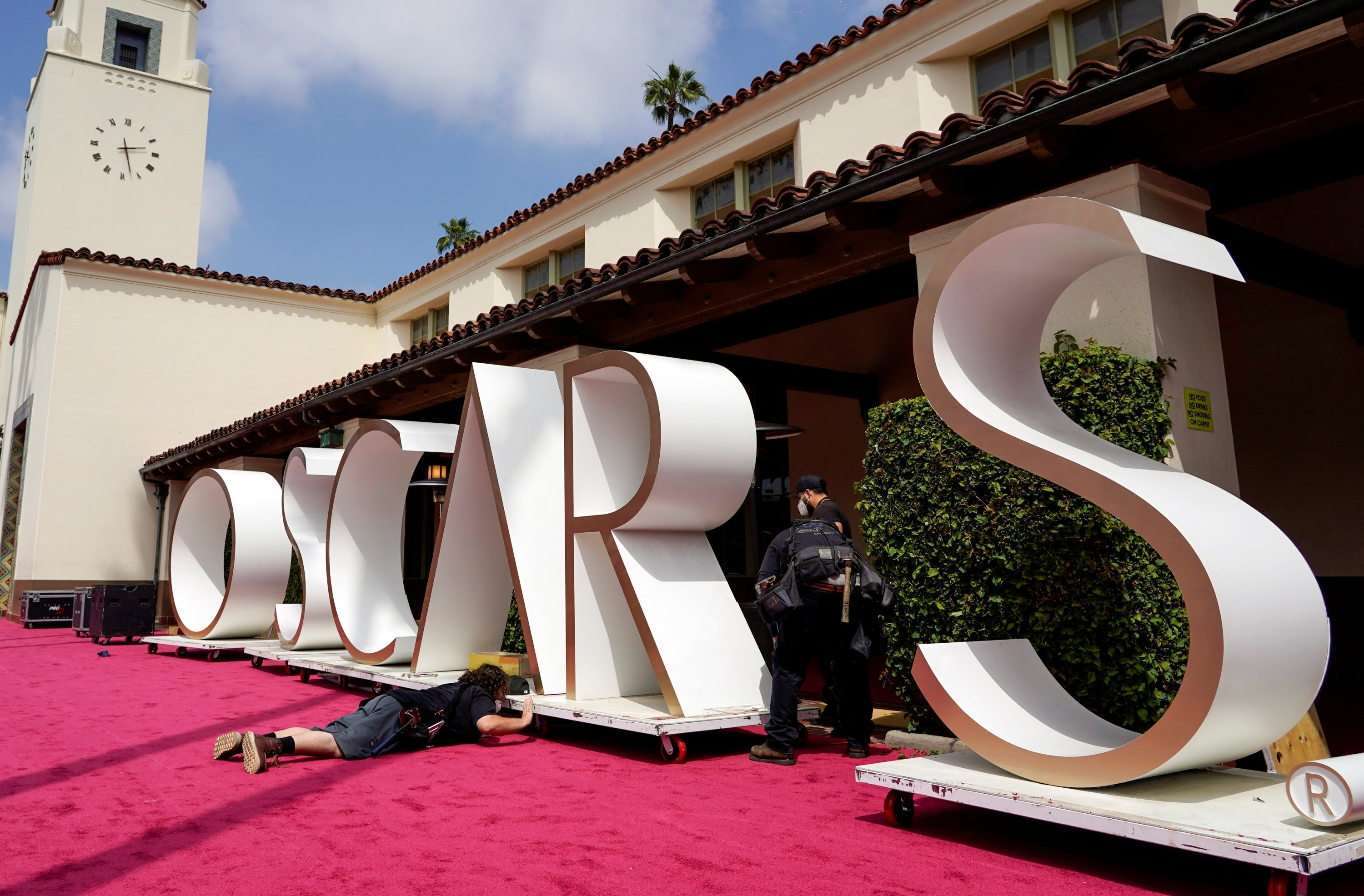 Crew members prepare a backdrop for the Oscars red carpet at Union Station, one of the locations for the 93rd Academy Awards in Los Angeles, California, U.S., April 24, 2021. (Reuters Photo)