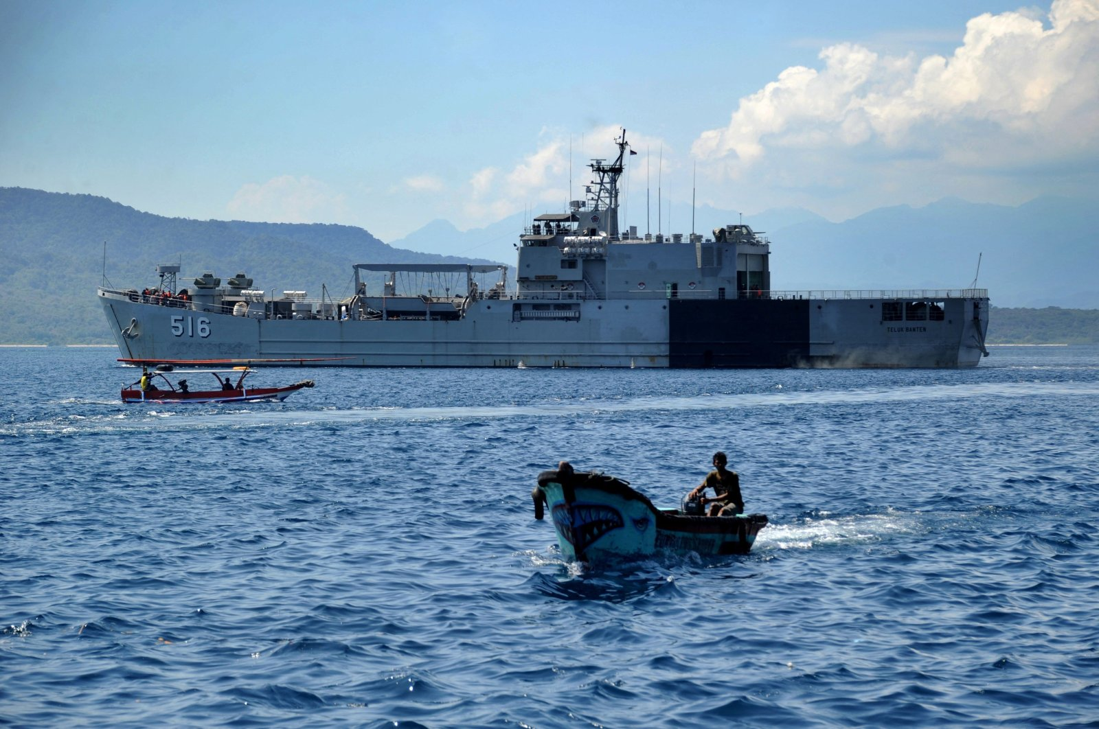 An Indonesian Navy ship sets off from the port of Tanjungwangi near the naval base in Banyuwangi, East Java province on April 25, 2021, as the military continues the search off the coast of neighboring Bali island for the navy's KRI Nanggala submarine that went missing April 21 during a training exercise. (AFP Photo)