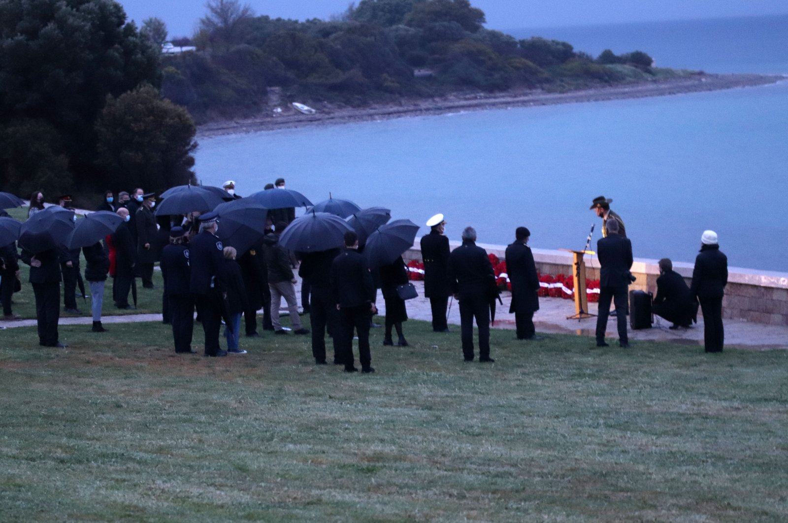 Participants attend the dawn service at Anzac Cove, in Çanakkale, western Turkey, April 25, 2021. (DHA PHOTO)