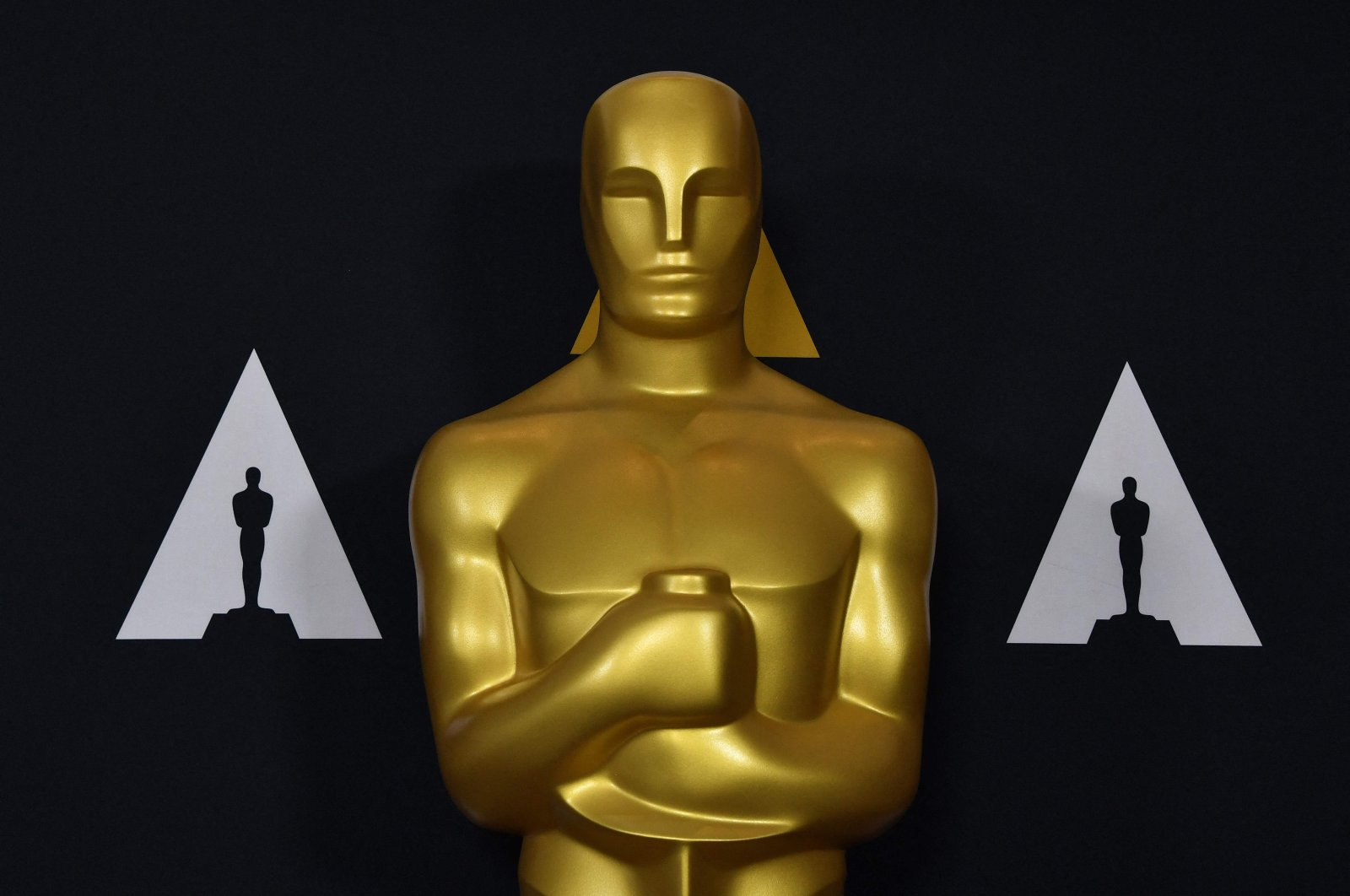 An Oscars statue stands at the Samuel Goldwyn Theater in Beverly Hills, California, U.S., Feb. 5, 2020. (AFP Photo)