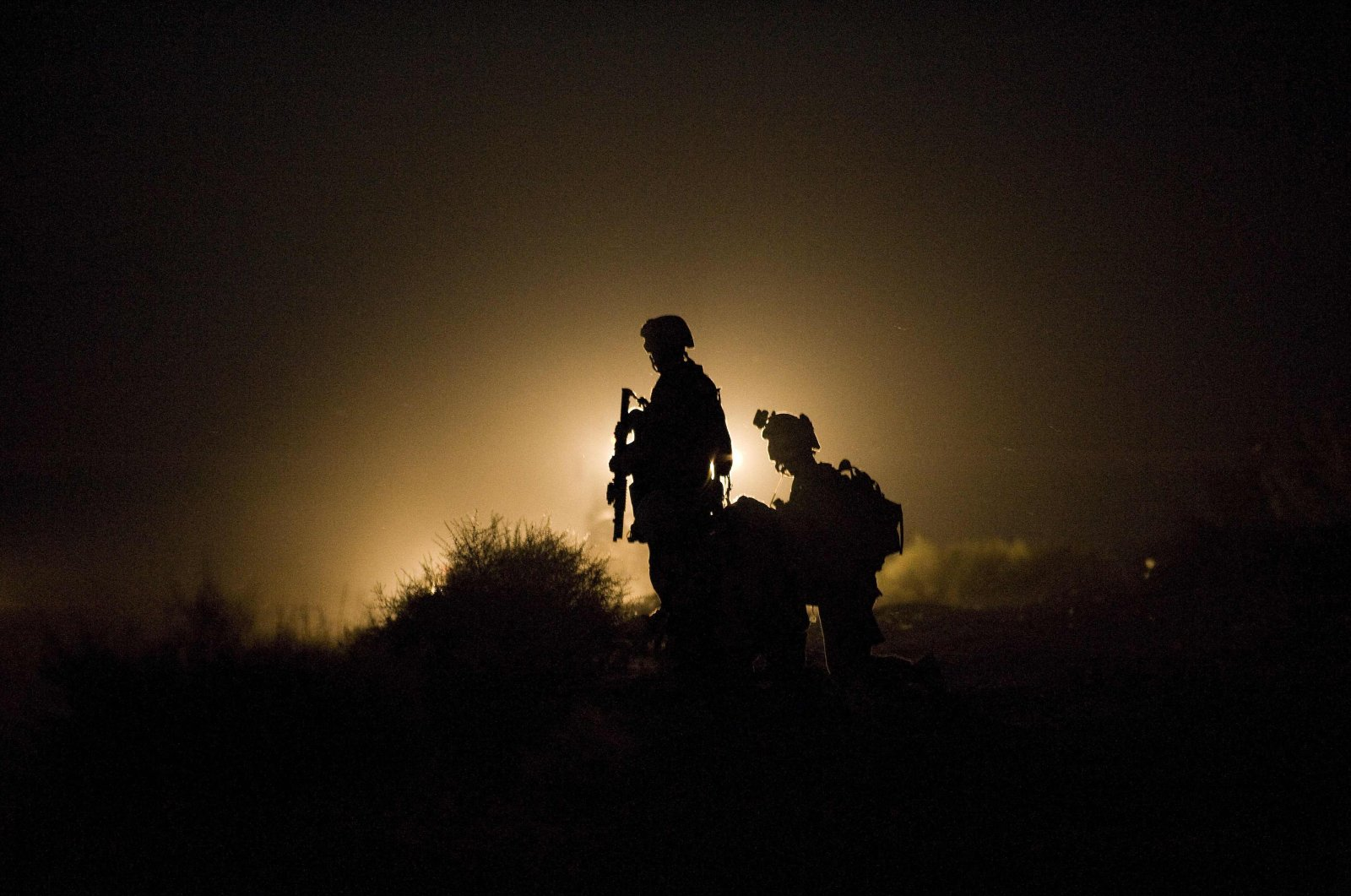 U.S. Marines stand guard as the search goes on for missing soldiers after an Improvised Explosive Device (IED) blast in Garmsir district of Helmand Province, Afghanistan, July 13, 2009. (AFP Photo)