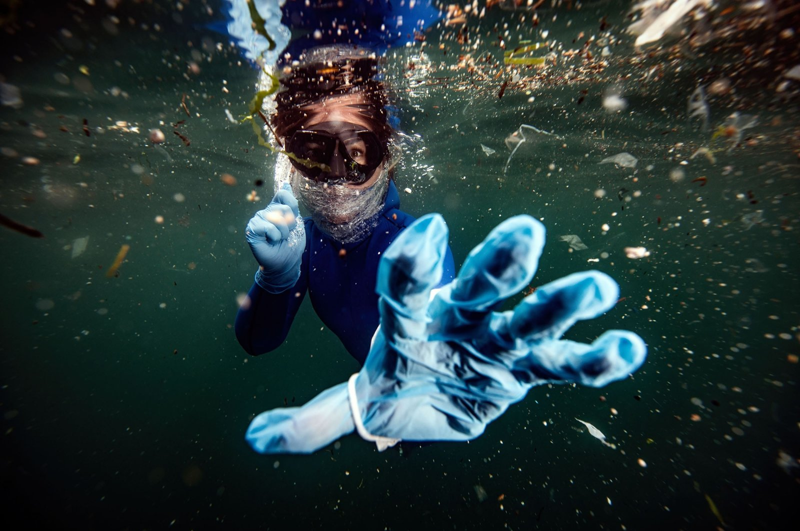 Turkish diver Şahika Ercümen posed for Şebnem Coşkun underwater in the Bosporus Strait to raise awareness about plastic pollution in the seas. (AA Photo)