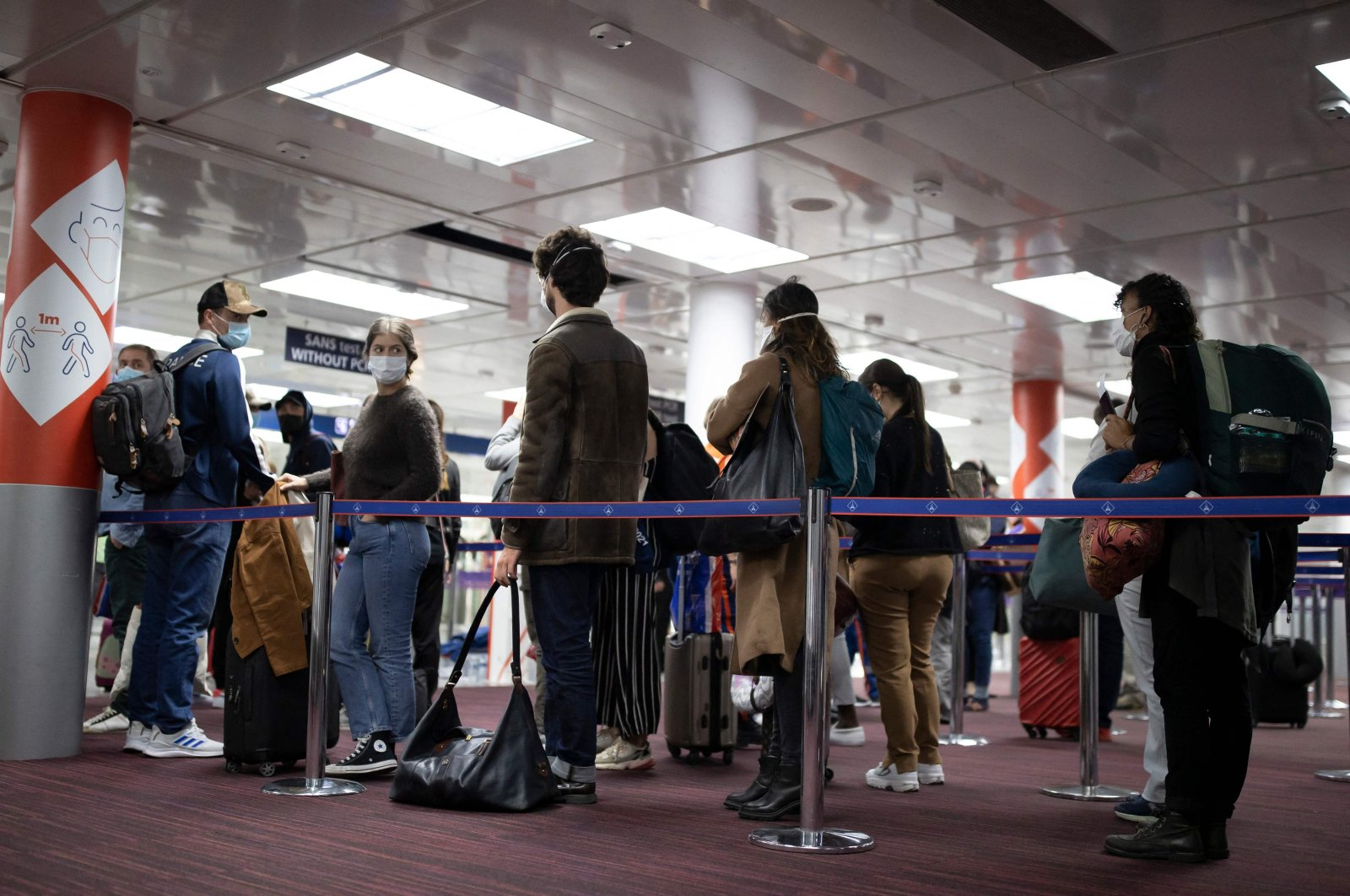Passengers queue up at the passport control area of Roissy Charles de Gaulle airport in Roissy, near Paris, France, April 25, 2021. (AFP Photo)