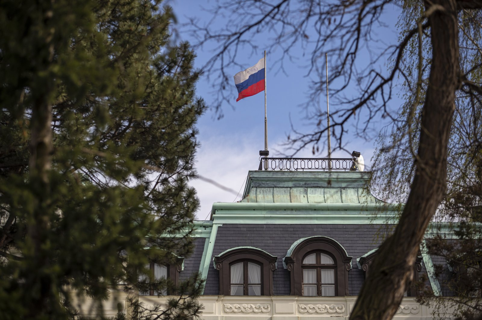 A national flag of Russia flies on the Russian Embassy in Prague, Czech Republic, 22 April 2021. (EPA Photo)