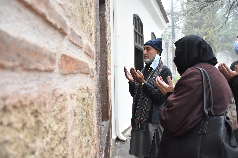 The Pakistani Khan family prays at the Ertuğrul Ghazi Tomb in Söğüt, Bilecik, Turkey, April 27, 2021. (AA Photo)