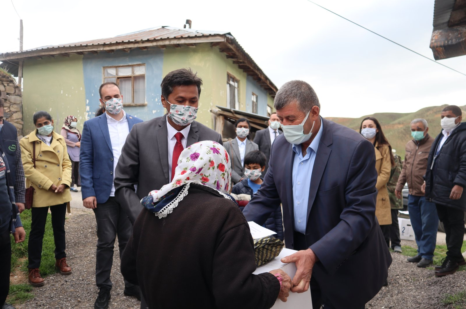 Sri Lanka's Ambassador Mohamed Rizvi Hassen and embassy staff distribute Ramadan aid in Ankara's Yaylabağ village, Turkey, April 26, 2021. (Photo by Dilara Aslan)