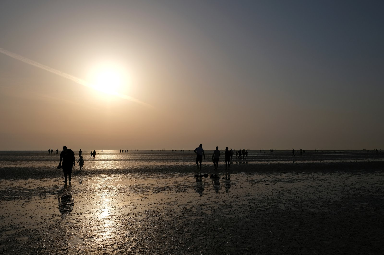 Residents enjoy the sunrise after starting their fast during the holy month of Ramadan at Ramlet al-Baida beach on Tarout Island, Saudi Arabia, April 23, 2021. (Reuters Photo)