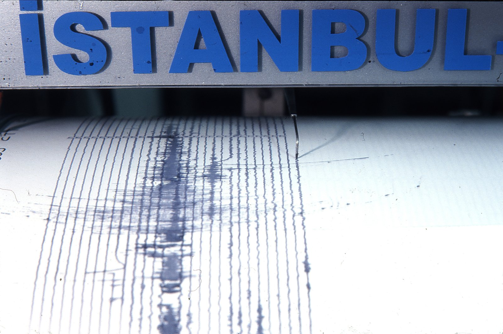 A horizantal close-up shot of the seismic movements in Istanbul, Turkey. (Shutterstock)