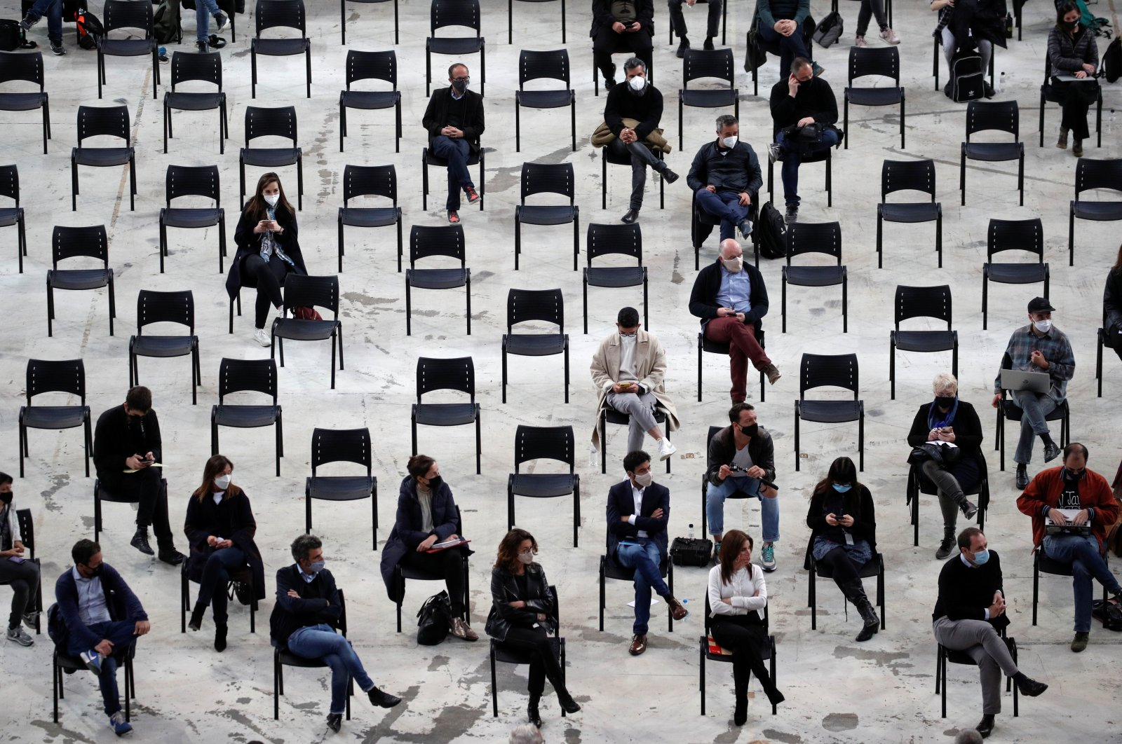 Members of the media attend a news conference held by the organizers of the concert of Spanish indie band Love of Lesbian celebrated in the same place on March 27, attended by 5,000 people who took rapid COVID-19 tests before the concert, in Barcelona, Spain, April 27, 2021. (Reuters Photo)