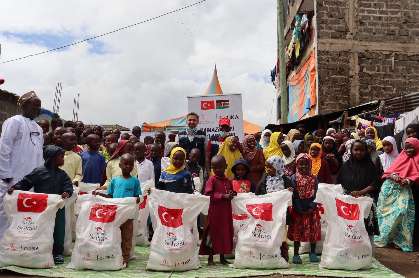 The Turkish Cooperation and Coordination Agency (TIKA) distributed food and hygiene packages in Nairobi, Kenya, April 24, 2021. (AA Photo)