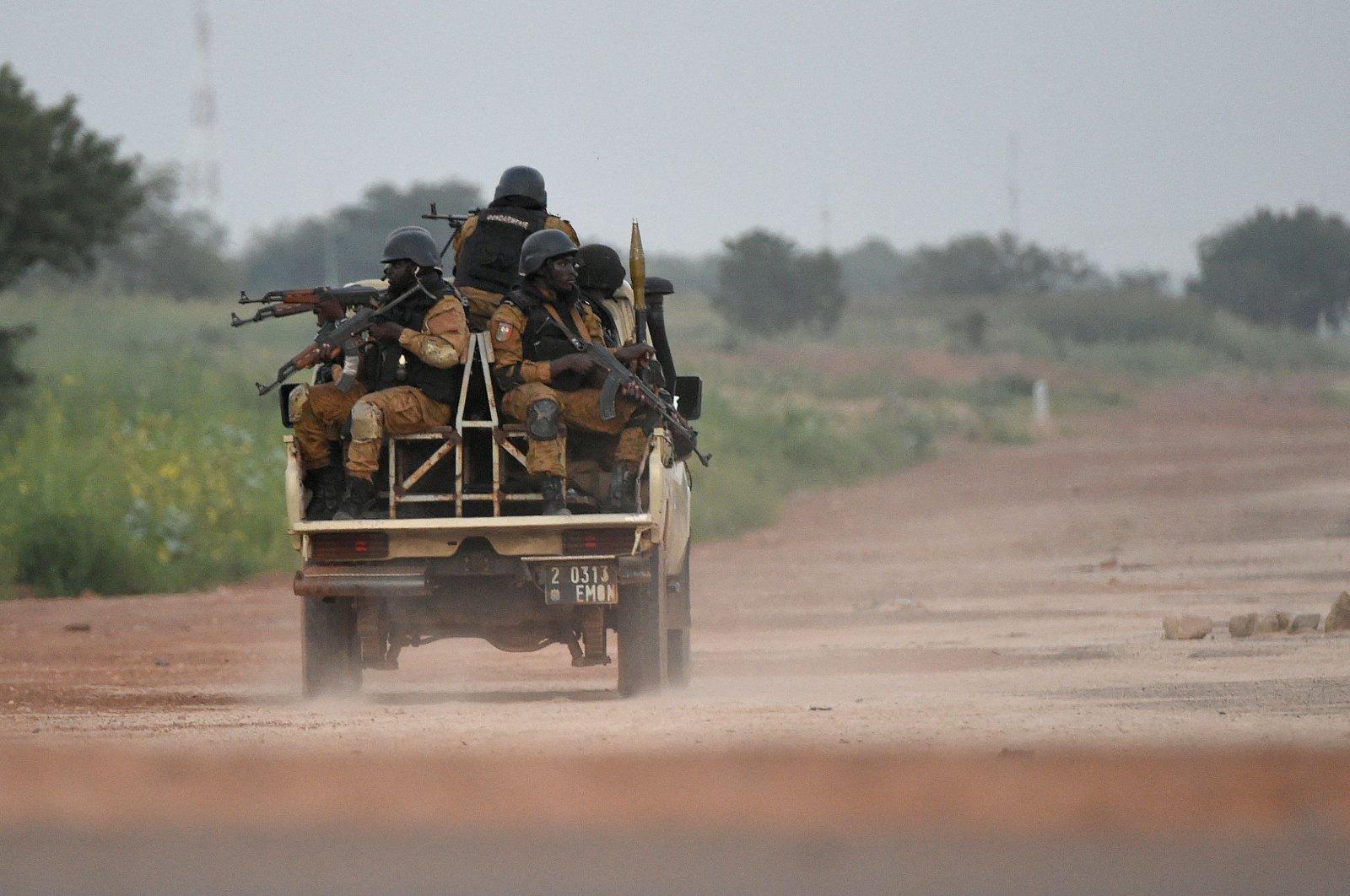 Burkinabe gendarmes patrol near the Presidential Security Regiment (RSP) military barracks in Ouagadougou, Burkina Faso, Sept. 29, 2015. (AFP Photo)