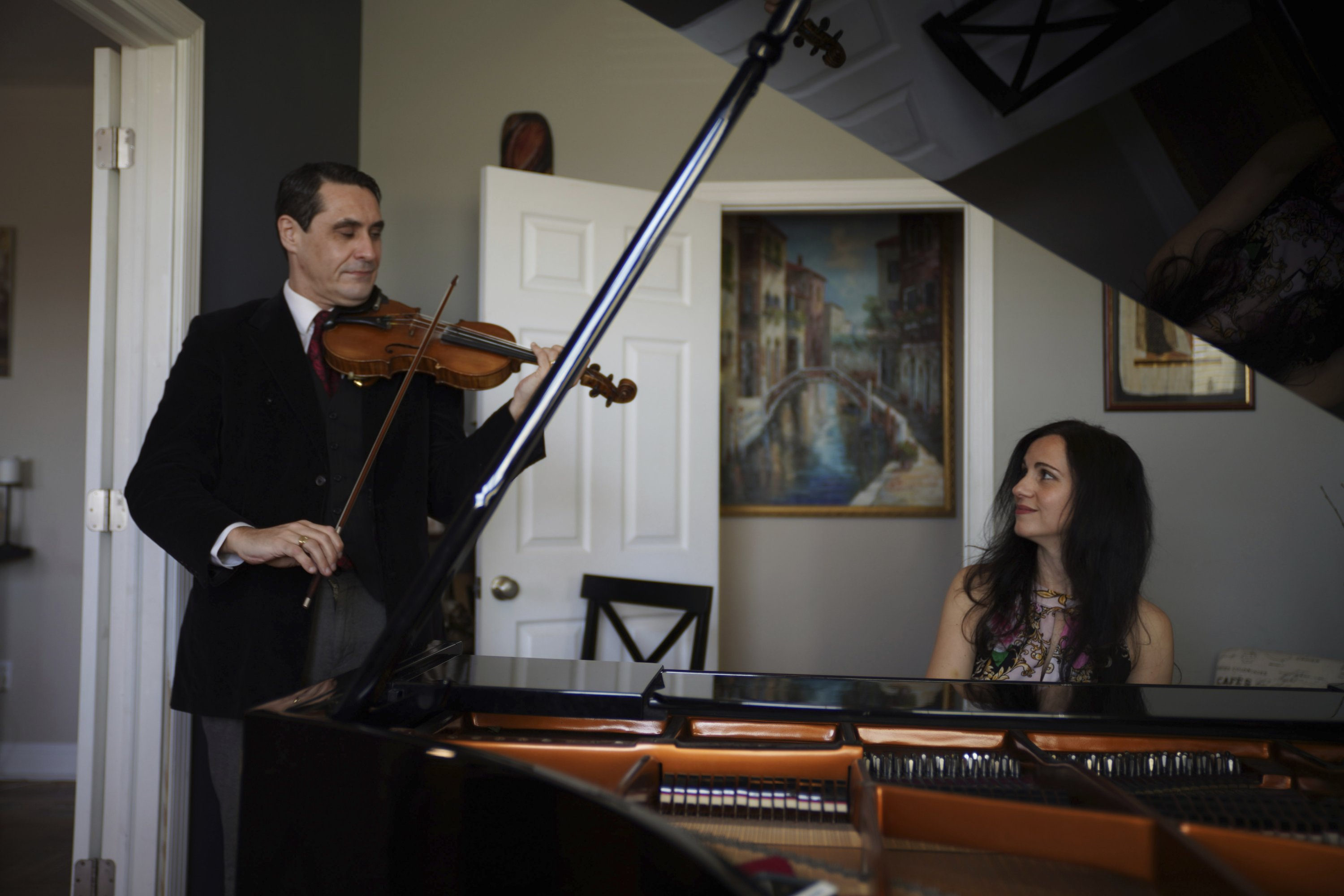Musicians David Shenton and Erin Shields perform inside their home in the Queens borough of New York City, New York, the U.S., March 30, 2021. (AP Photo/Emily Leshner)