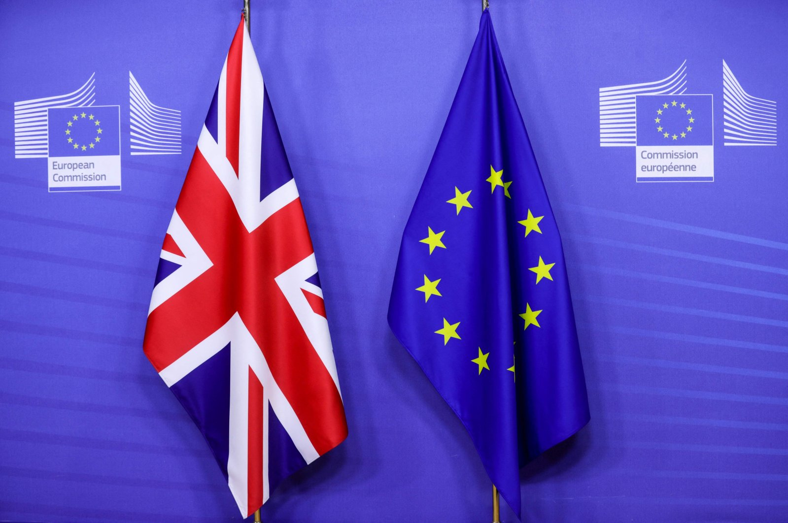 Flags of the Union Jack and the EU ahead of Britain's prime minister's meeting on a post-Brexit trade deal with the European Commission president, in Brussels, Belgium, Dec. 9, 2020. (AFP Photo)