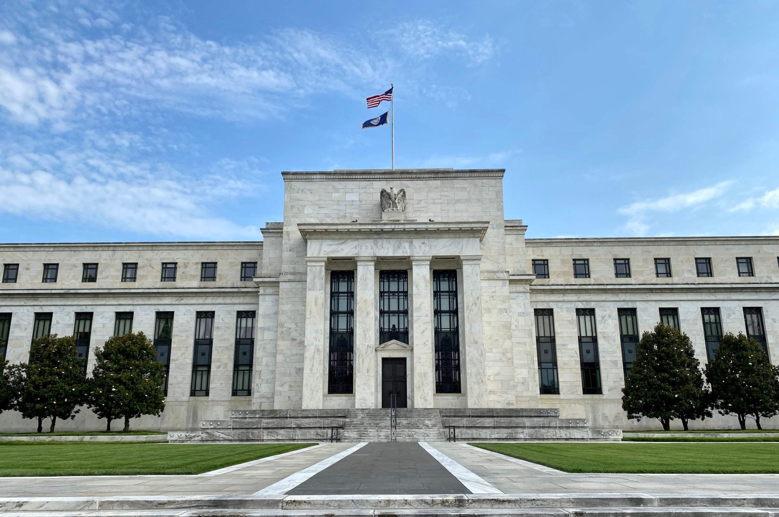 The U.S. and Federal Reserve flags fly on top of the Federal Reserve Board building in Washington, D.C., the U.S., July 1, 2020. (AFP Photo)