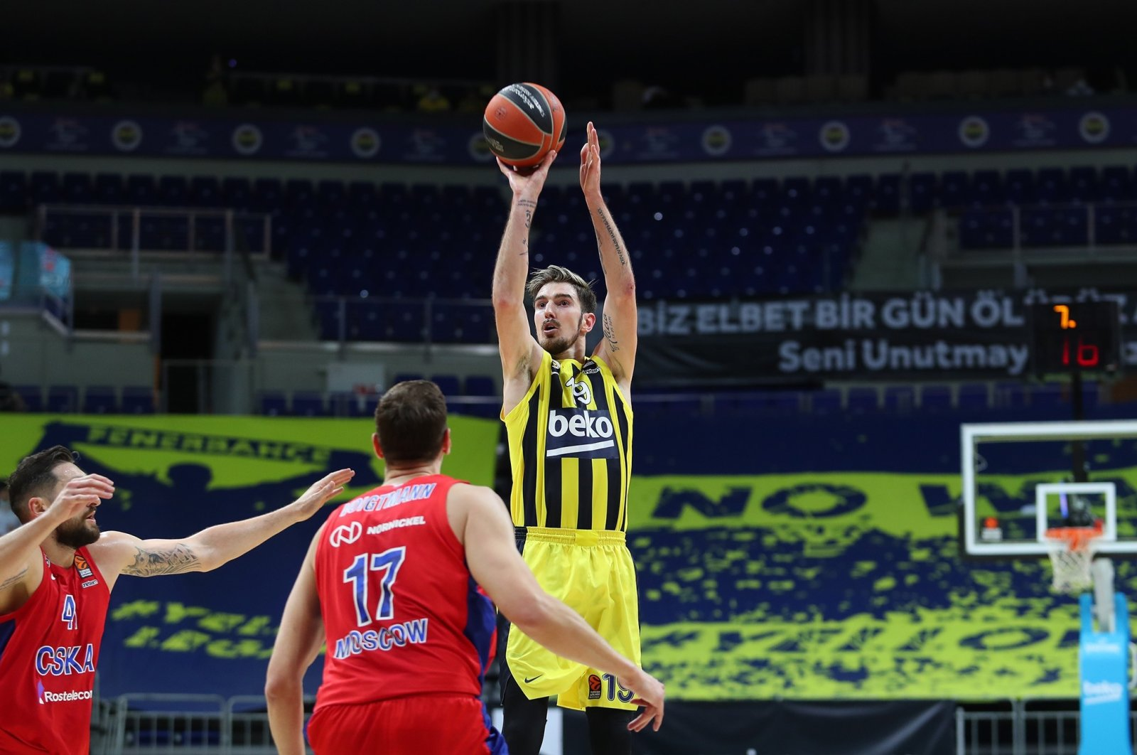 Fenerbahçe's French guard Nando De Colo (R) shoots during a game against CSKA Moscow at Ülker Sports Arena, Istanbul, Turkey, April 28, 2021. (IHA Photo)