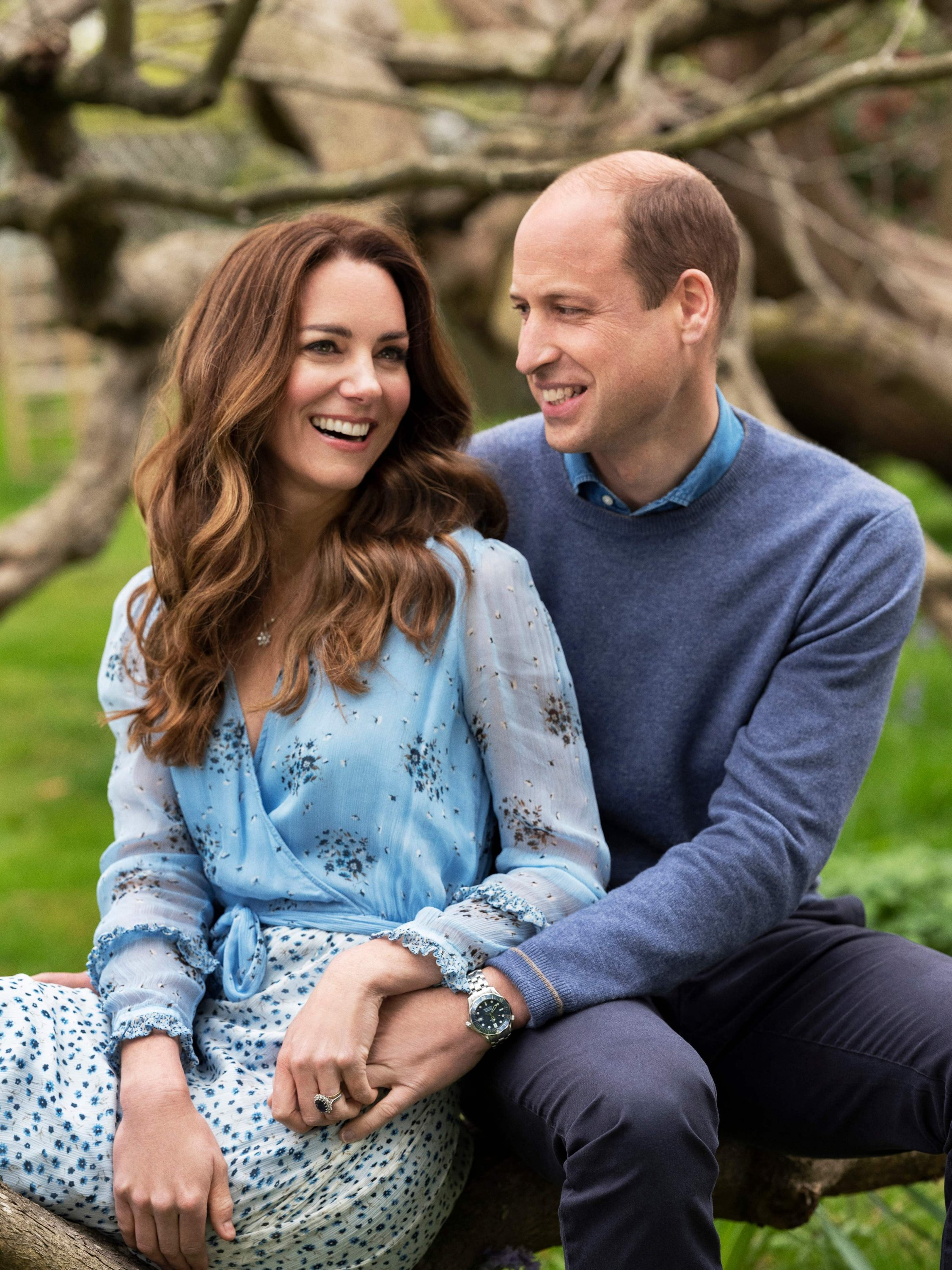 Catherine (L), Duchess of Cambridge, and Prince William, Duke of Cambridge, pose for a picture to celebrate their 10th wedding anniversary at Kensingtong Palace, London, the U.K., April 28, 2021. (Kensington Palace via AFP)