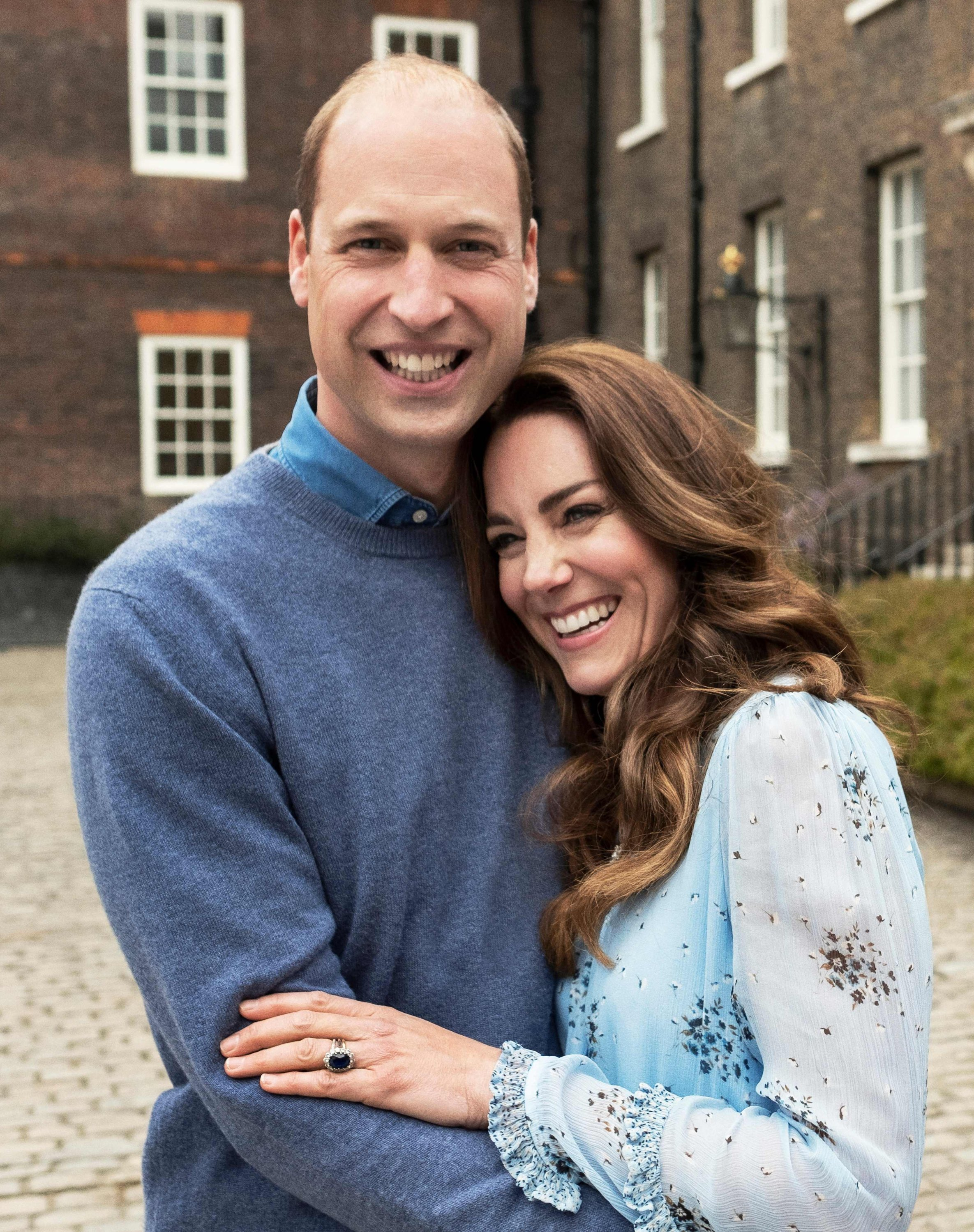 Prince William (L), Duke of Cambridge, and Catherine, Duchess of Cambridge, pose for a picture to celebrate their 10th wedding anniversary at Kensingtong Palace, London, the U.K., April 28, 2021. (Kensington Palace via AFP)