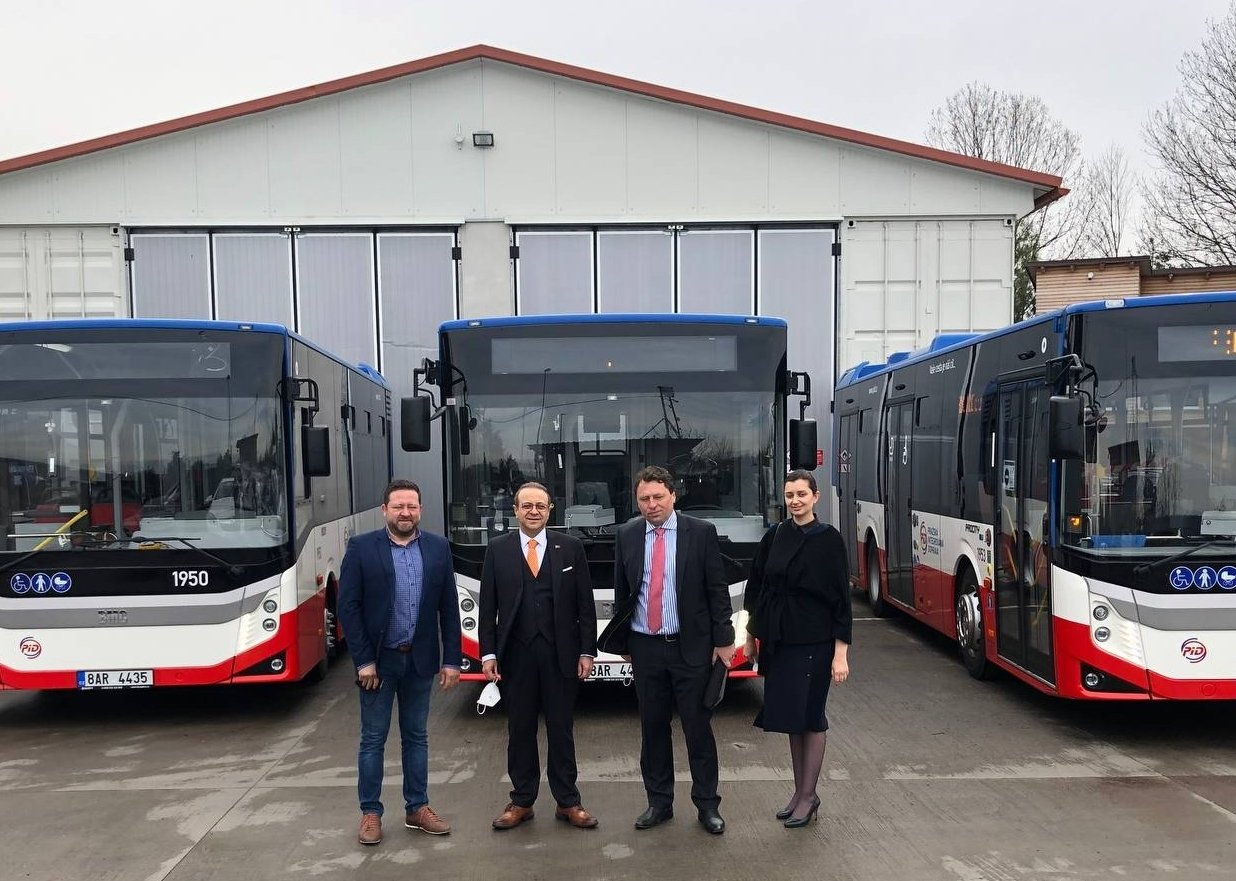 Turkey's Ambassador to Prague Egemen Bağış (2L) and officials from both countries pose in front of the BMC buses during the ceremony held in Prague, Czech Republic, April 29, 2021. (AA Photo)