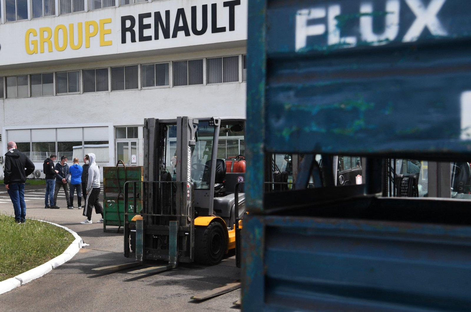 """CGT unionists of the """"Fonderie de Bretagne"""" foundry, a subsidiary of the Renault group, take part in a gathering of striking employees after Renault announced the sale of the factory in Caudan, western France, April 28, 2021. (AFP Photo)"""