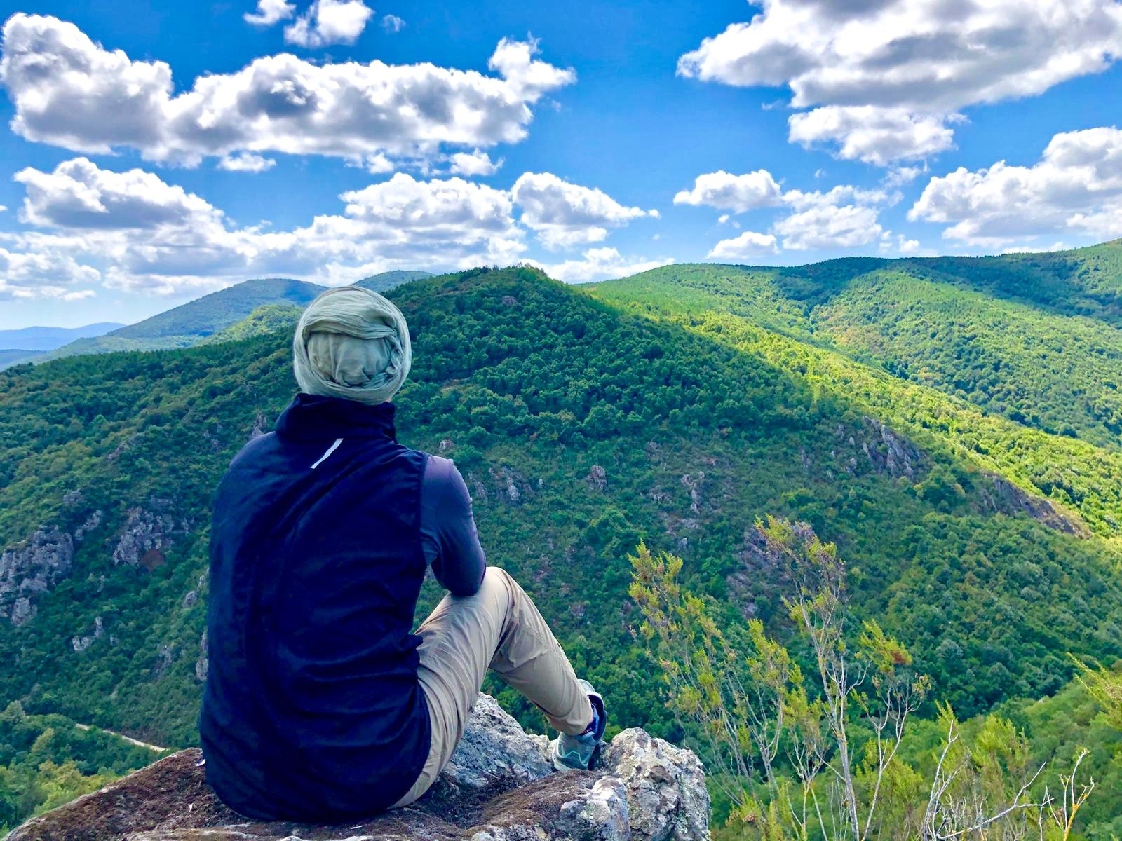 Expat Linda Hyökki enjoys the view after a rewarding hike in Derince, Kocaeli. (Photo courtesy of Linda Hyökki)