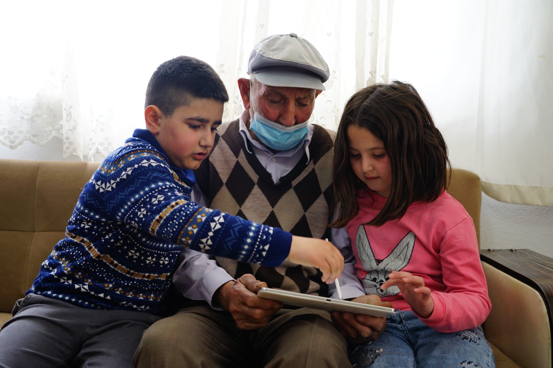 Hakkı and the Terzioğlu children play on a tablet, Kastamonu, Turkey, April 30, 2021. (IHA Photo)