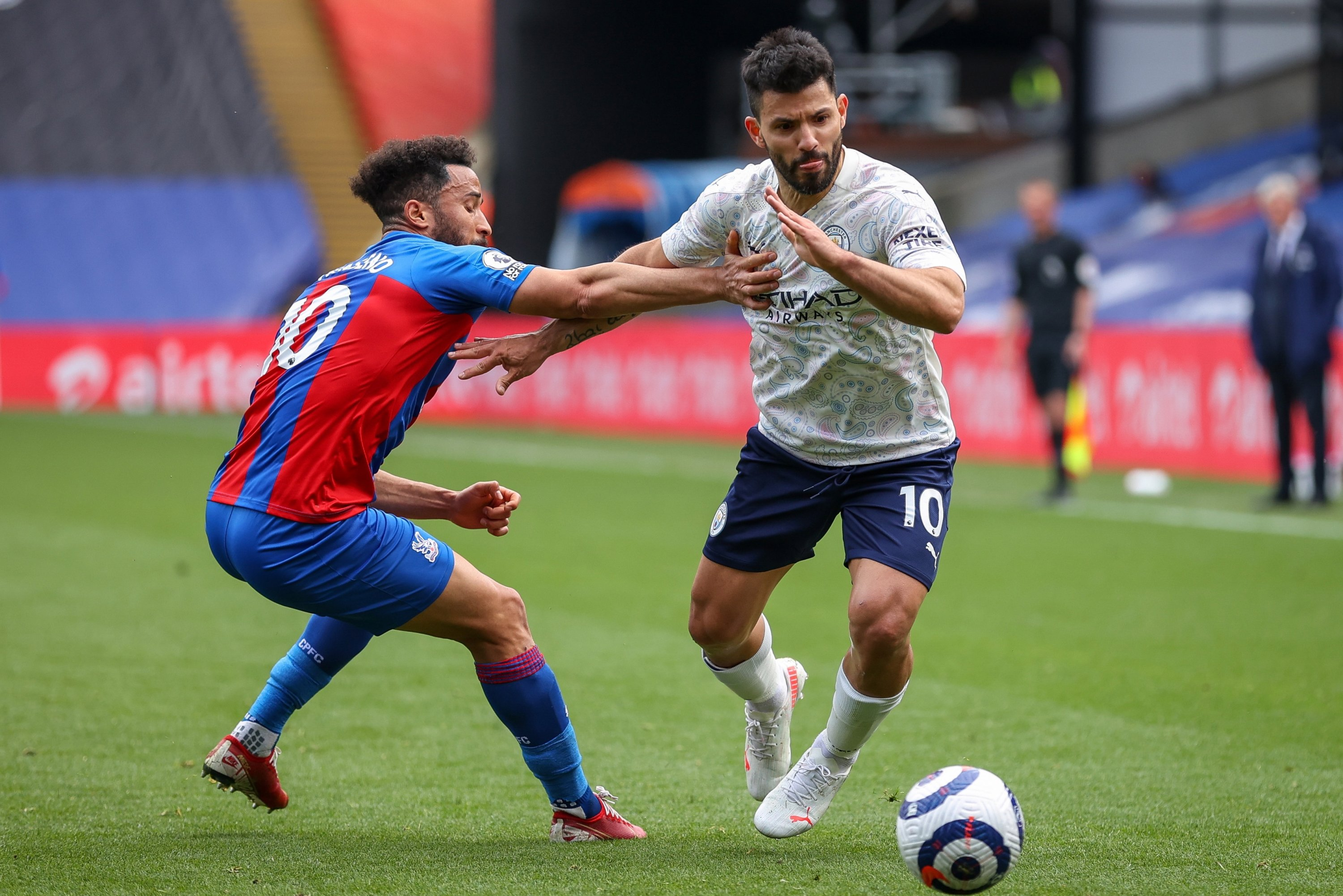 Andros Townsend (L) of Crystal Palace in action against Sergio Aguero of Manchester City during the English Premier League soccer match in London, Britain, May 1, 2021. (EPA/Catherine Ivill/Pool)