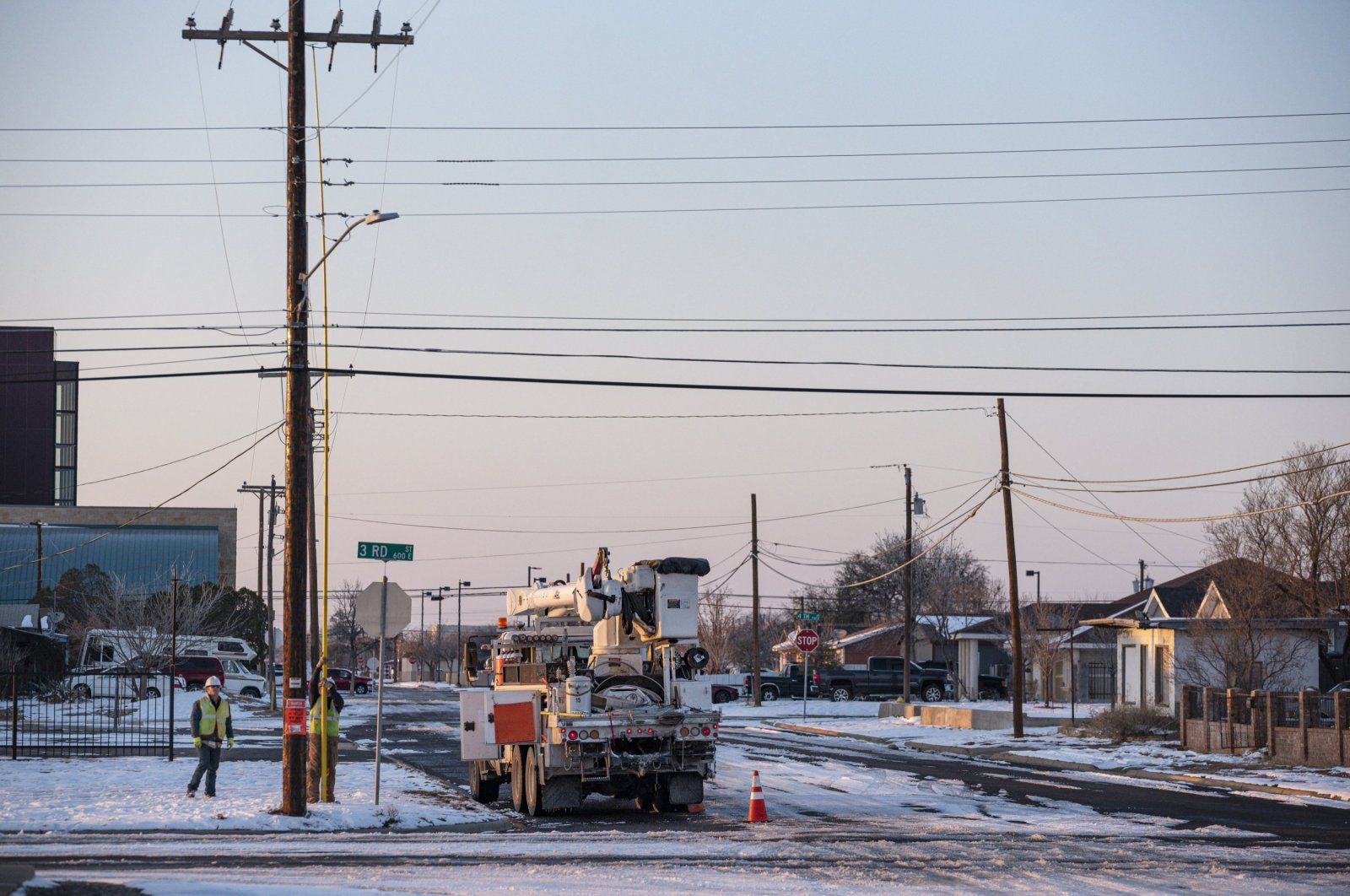 An Oncor electric delivery crew works on restoring power to a neighborhood following the winter storm that passed through Texas, Odessa, TX, the U.S., Feb. 18, 2021. (AP Photo)