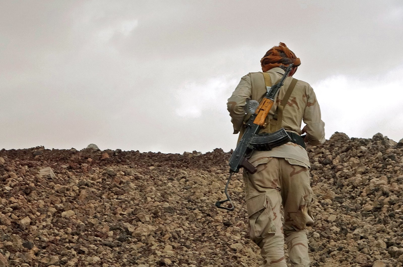 A fighter loyal to Yemen's Saudi-backed government mans a position near the front line facing Iran-backed Houthi rebels in the country's northeastern province of Marib, Yemen, April 27, 2021. (AFP Photo)