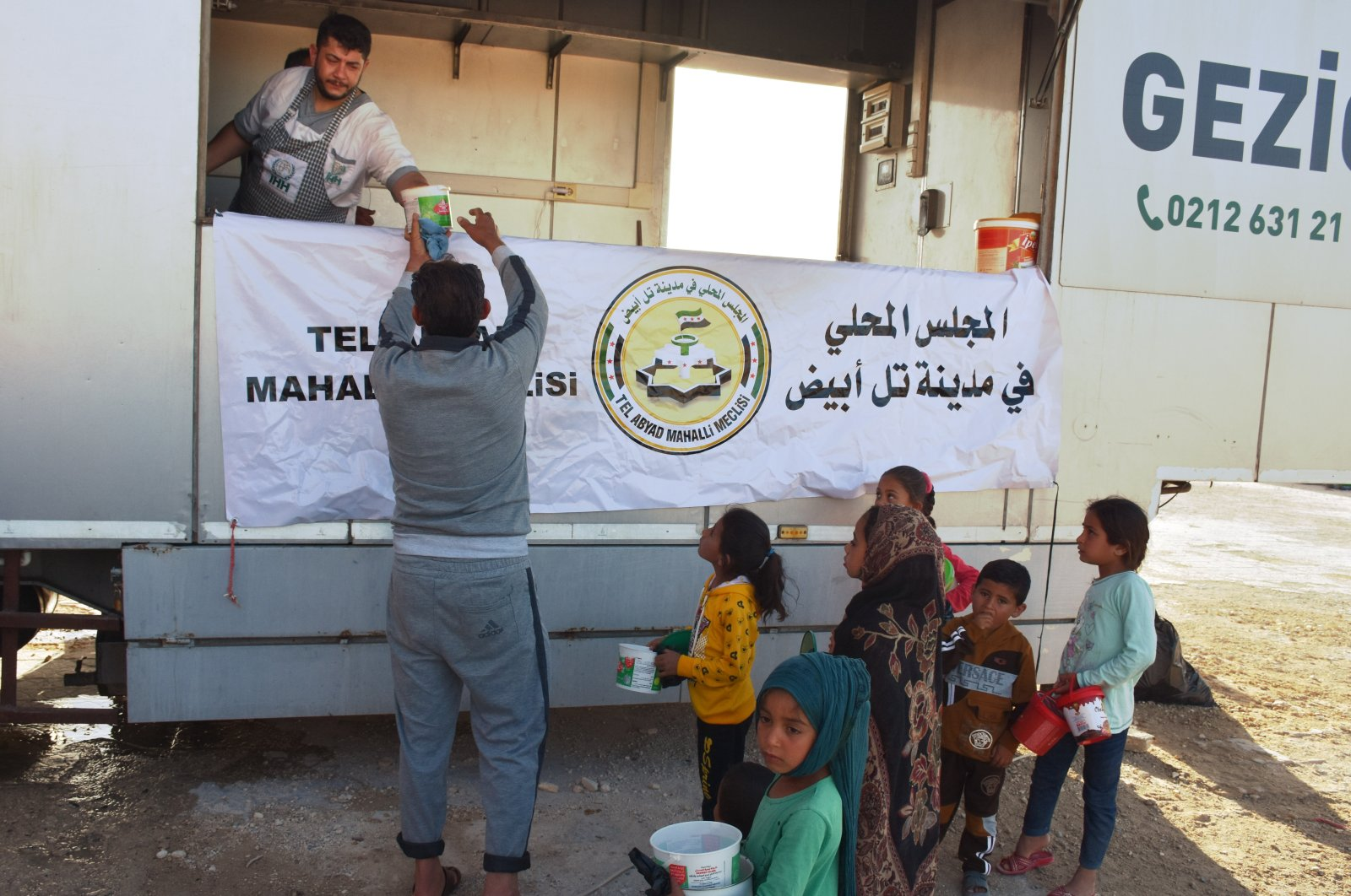 A mobile kitchen distributed iftar meal in northern Syria's Tal Abyad, May 3, 2021. (AA Photo)