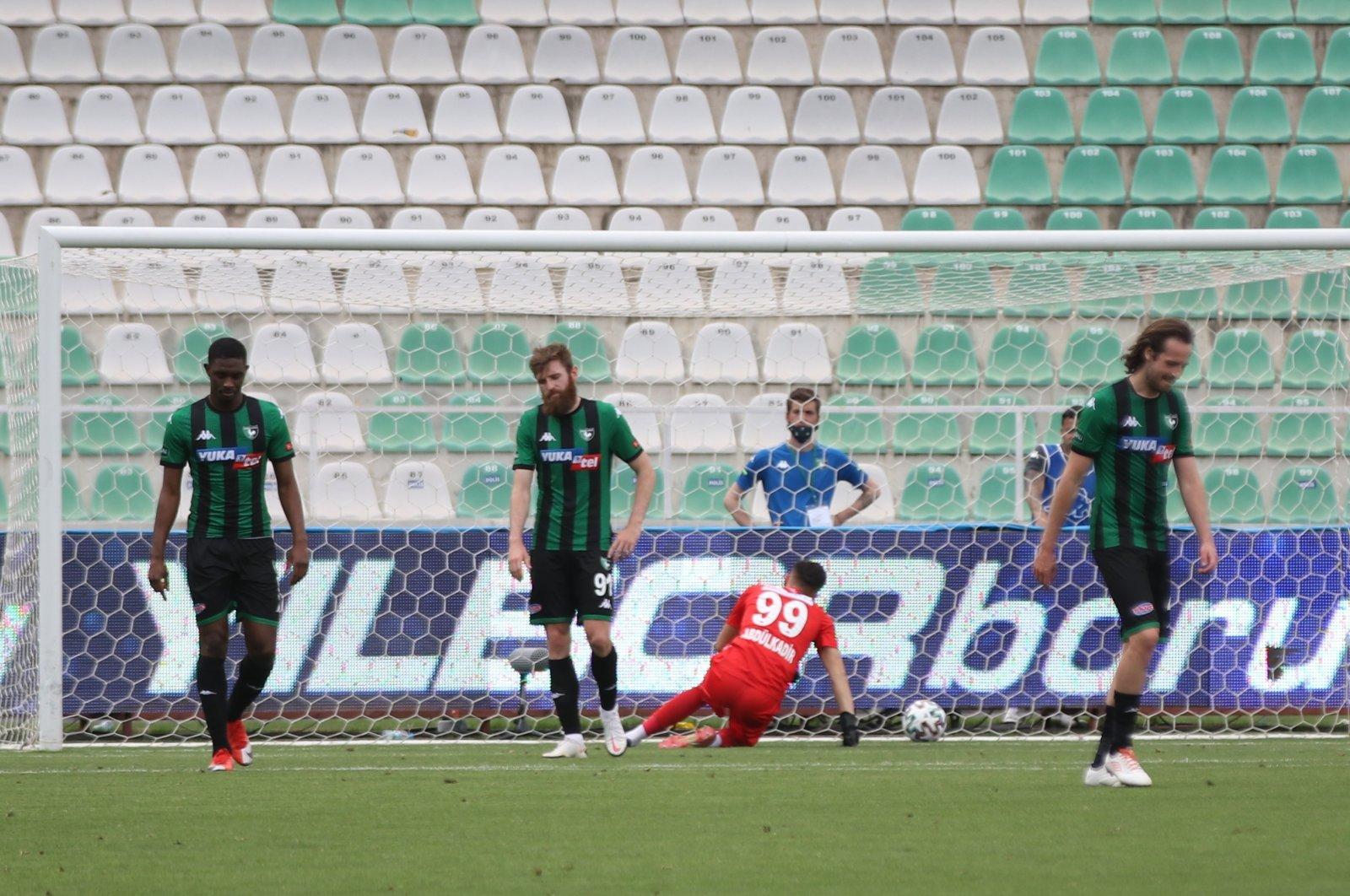 Denizlispor players react after conceding a goal against Rizespor in the Turkish Süper Lig at the Atatürk Stadium, Denizli, western Turkey, May 2, 2021 (AA Photo)