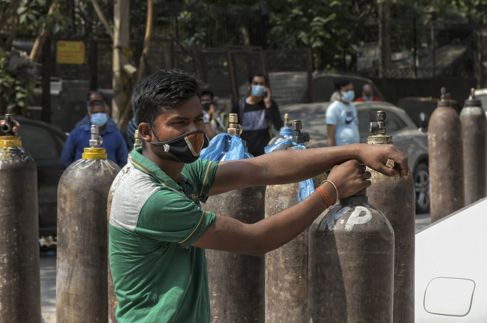 Family members of COVID-19 patients wait in line to refill their oxygen cylinders at the Mayapuri area in New Delhi, India, May 3, 2021. (AP Photo)