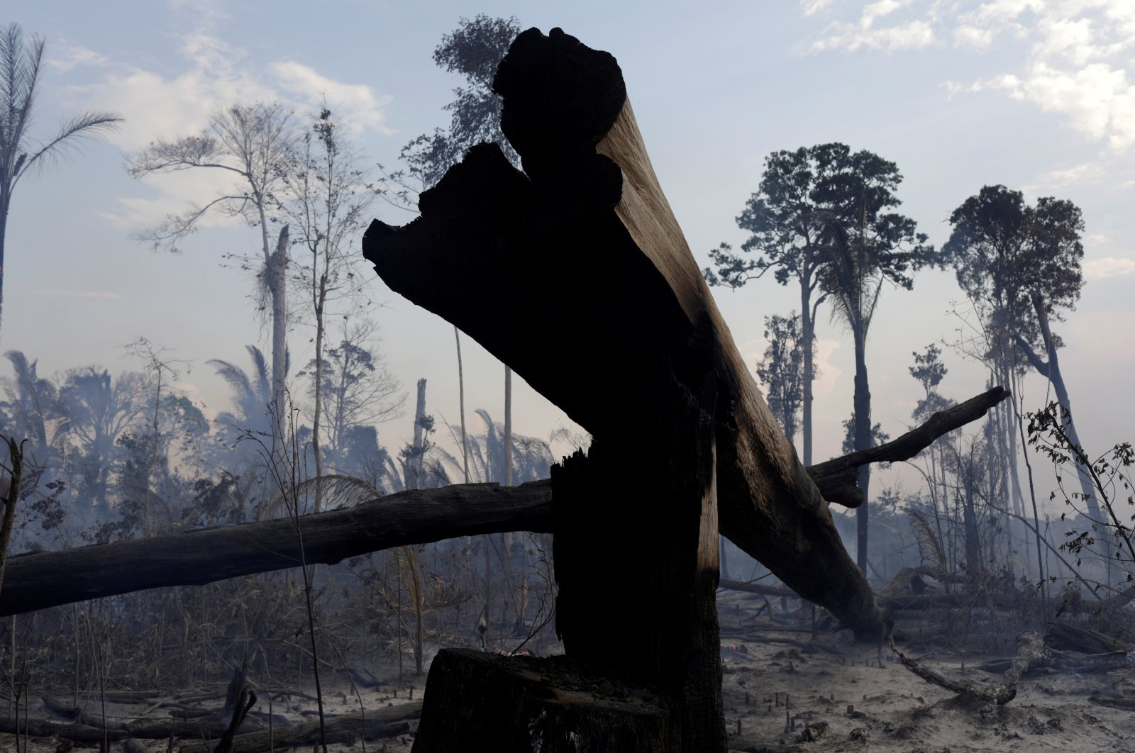 A burning tract of the Amazon forest as it is cleared by farmers, in Rio Pardo, Rondonia, Brazil, Sept. 16, 2019. (Reuters Photo)