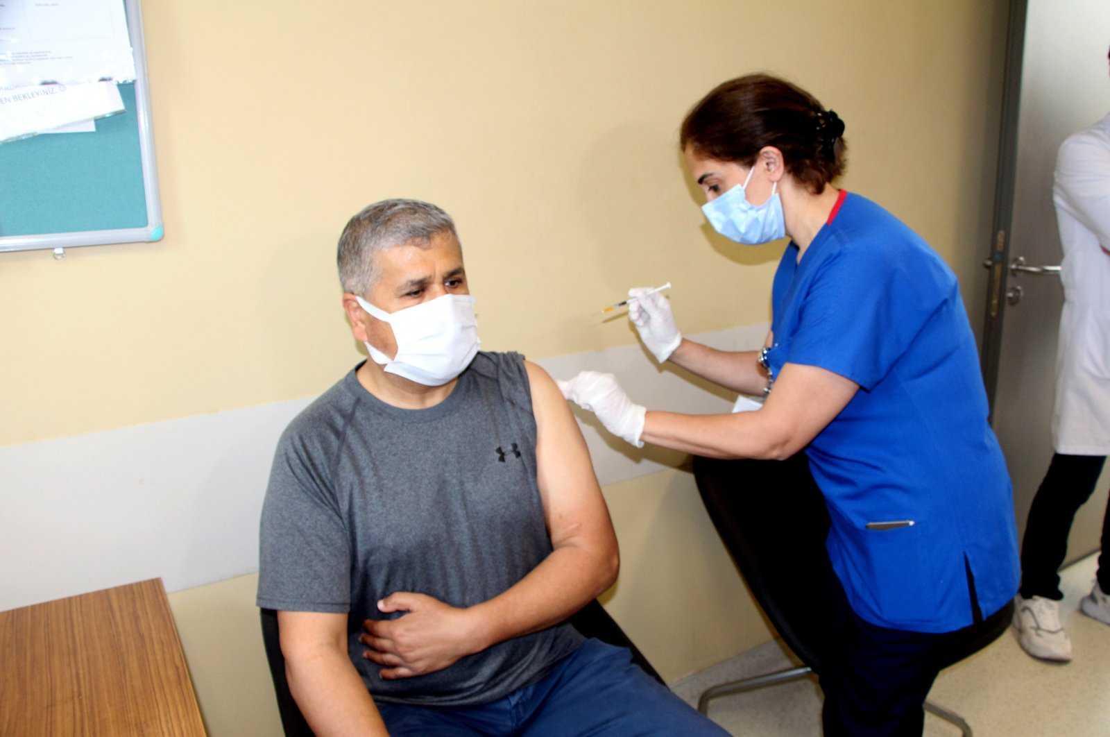 A man gets vaccinated at a hospital, in Adana, southern Turkey, April 29, 2021. (DHA PHOTO)