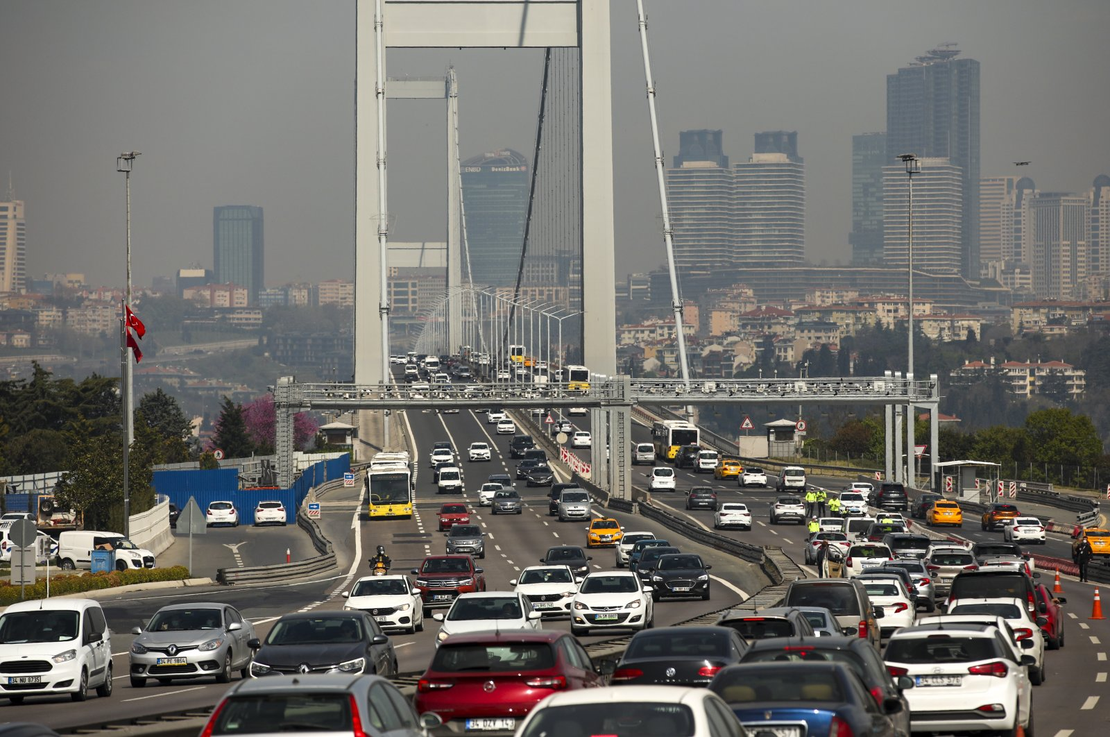 Vehicles with passengers commuting to work cross the July 15 Martyrs' Bridge, formerly known as the Bosporus Bridge, in Istanbul, Turkey, April 30, 2021. (AP Photo)