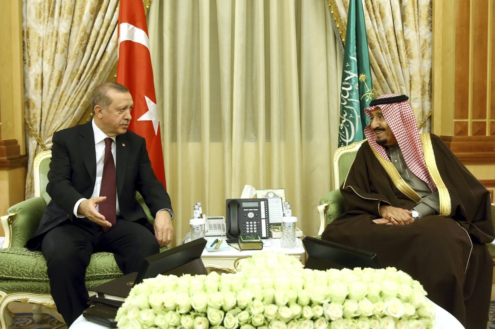 President Recep Tayyip Erdoğan (L) meets with Saudi King Salman in Riyadh, Saudi Arabia, Feb. 14, 2017. (Reuters File Photo)