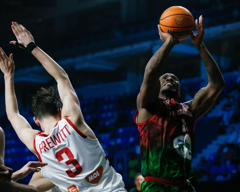 Pınar Karşıyaka's Raymar Morgan (R) is seen in action against ERA Nymburk's Omar Prewitt during a FIBA Basketball Champions League quarterfinal match at the Entertainment Complex Nagorny in Nizhny Novgorod, Russia, May 5, 2021. (AA Photo)