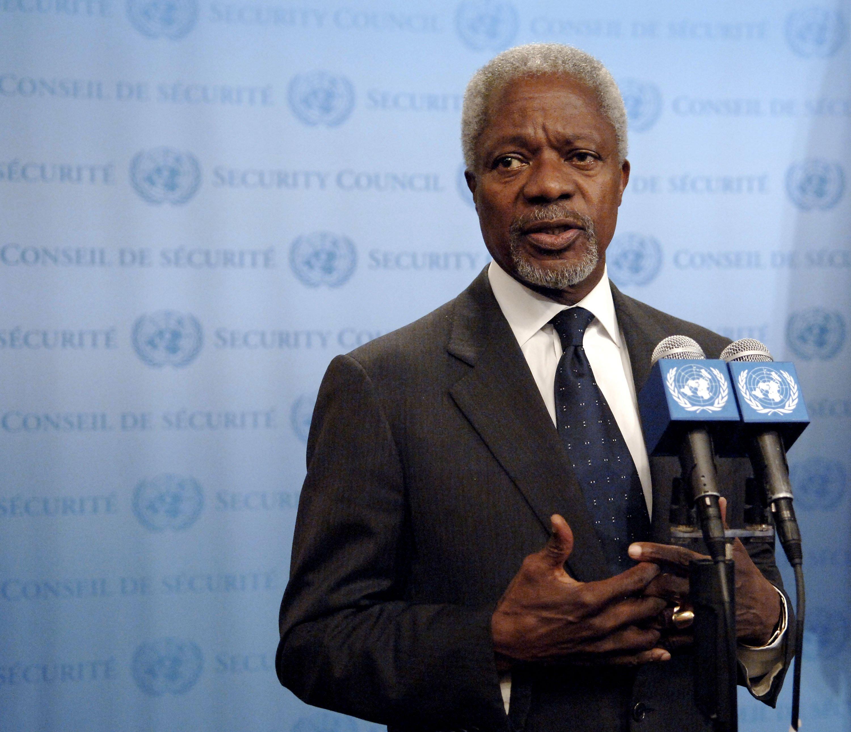 Then U.N. Secretary-General Kofi Annan briefs journalists, July 24, 2006. (Photo by Getty Images)