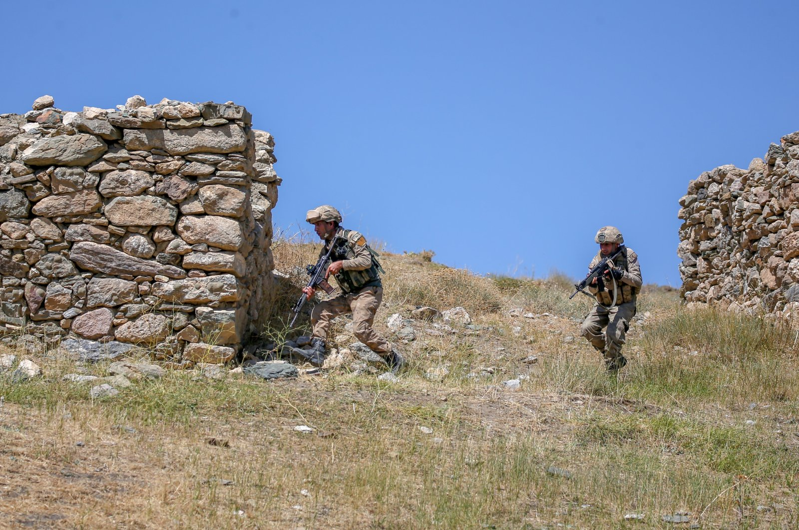 Turkish soldiers take part in a counterterrorism operation in eastern Van province. (AA File Photo)