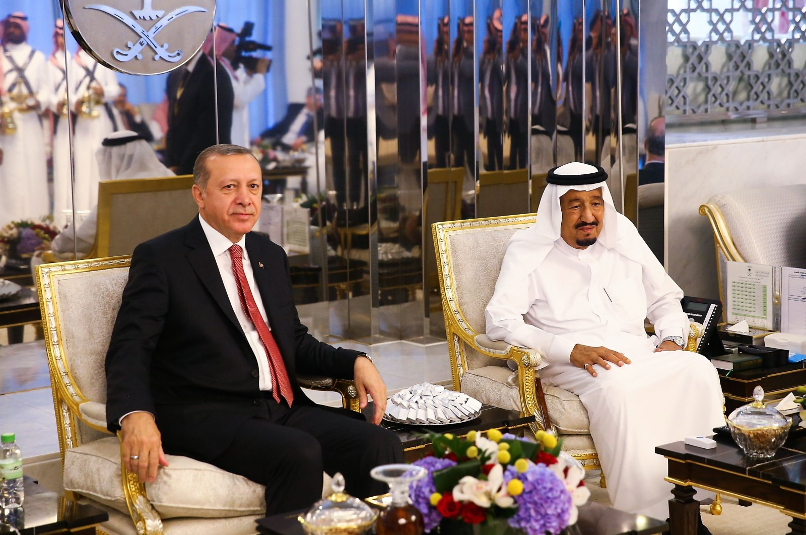 Turkish President Recep Tayyip Erdoğan (L) meeting with Saudi Arabia's King Salman bin Abdulaziz Al Saud during an official visit in Jeddah, Saudi Arabia, July 23, 2017. (AFP Photo)