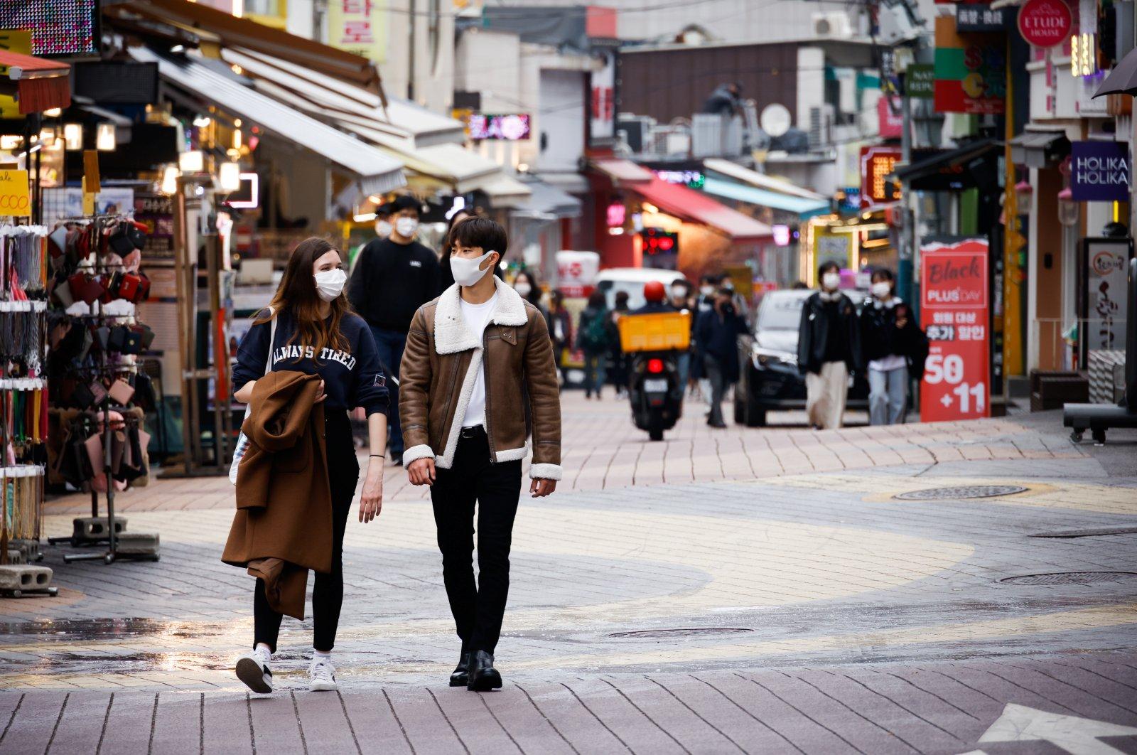 Pedestrians walk on a shopping street in Seoul, South Korea, Nov. 18, 2020. (Reuters Photo)