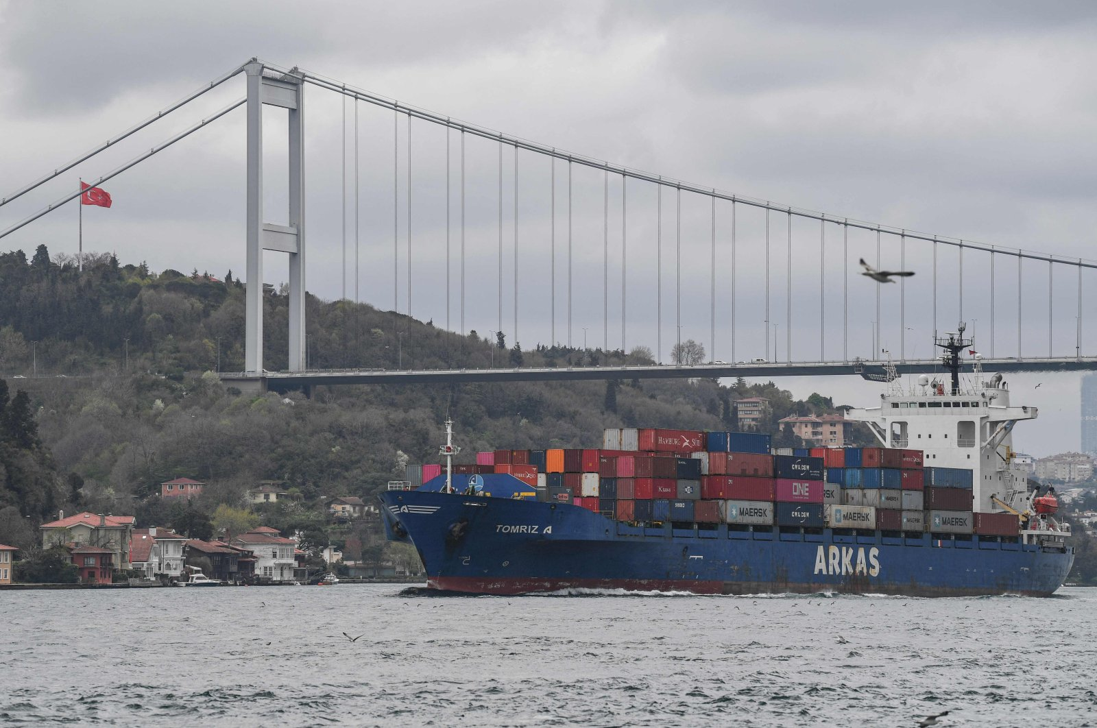 A container ship en route to the Black Sea sails through the Bosporus, Istanbul, Turkey, April 23, 2021. (AFP Photo)