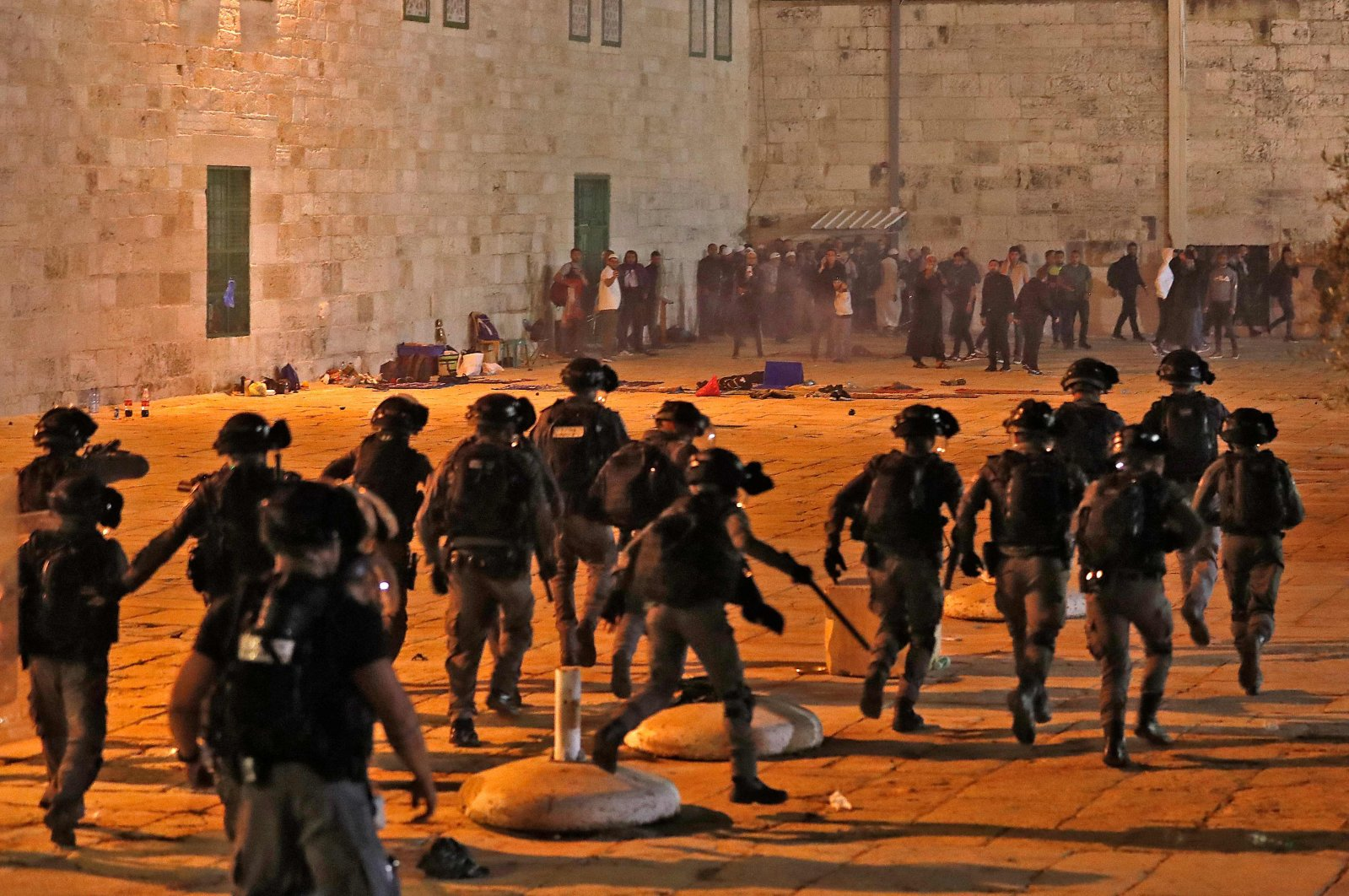 Israeli security forces advance as they attack Palestinian worshippers at the Al-Aqsa Mosque in East Jerusalem, May 7, 2021. (AFP Photo)