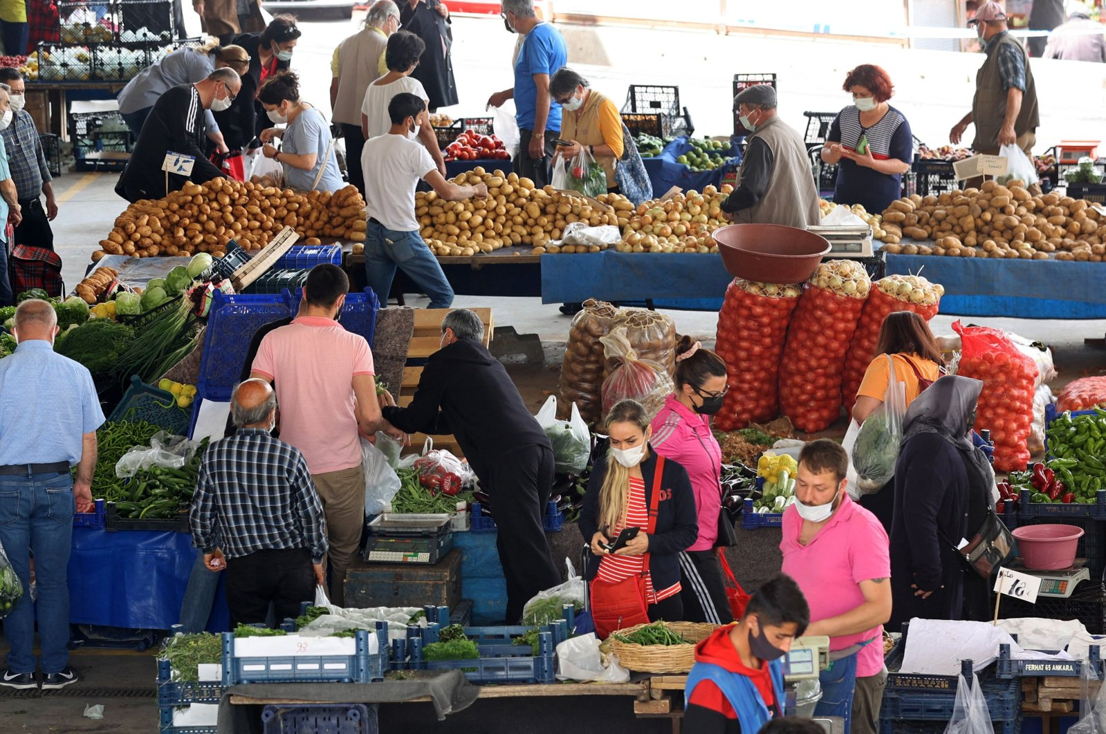 People shop at an open-air market after they were reopened across Turkey for a day as the country undergoes its strictest lockdown to fight against COVID-19, in Ankara, Turkey, May 8, 2021. (AFP Photo)